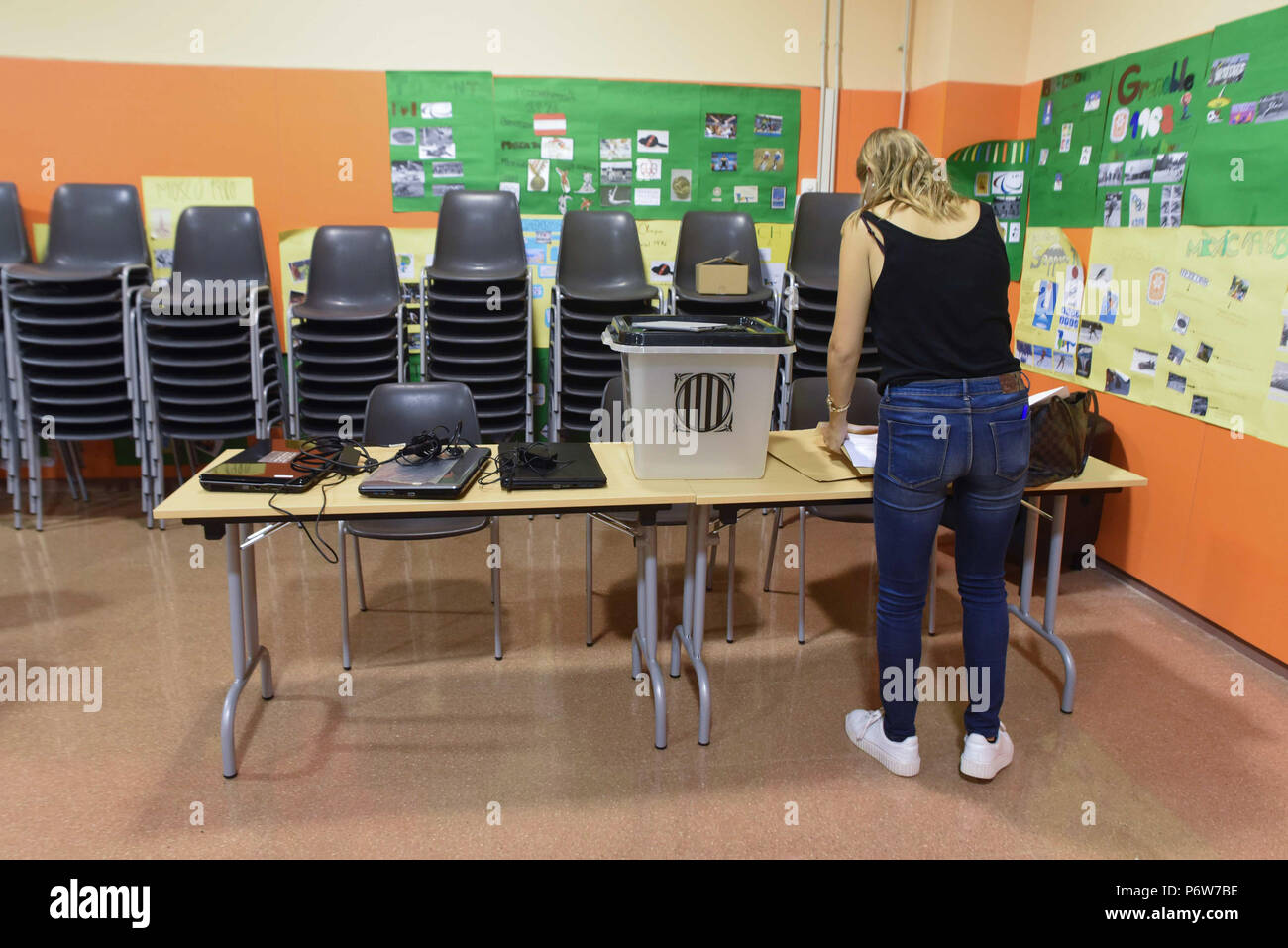 Bureau de vote stock photos bureau de vote stock images alamy