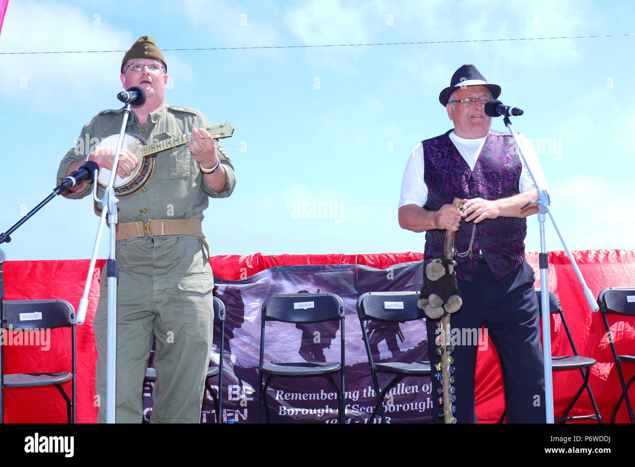 Vintage singers Chris Myers & Auld Tom put on a show at Scarborough's annual Armed Forces Day event. - Stock Image