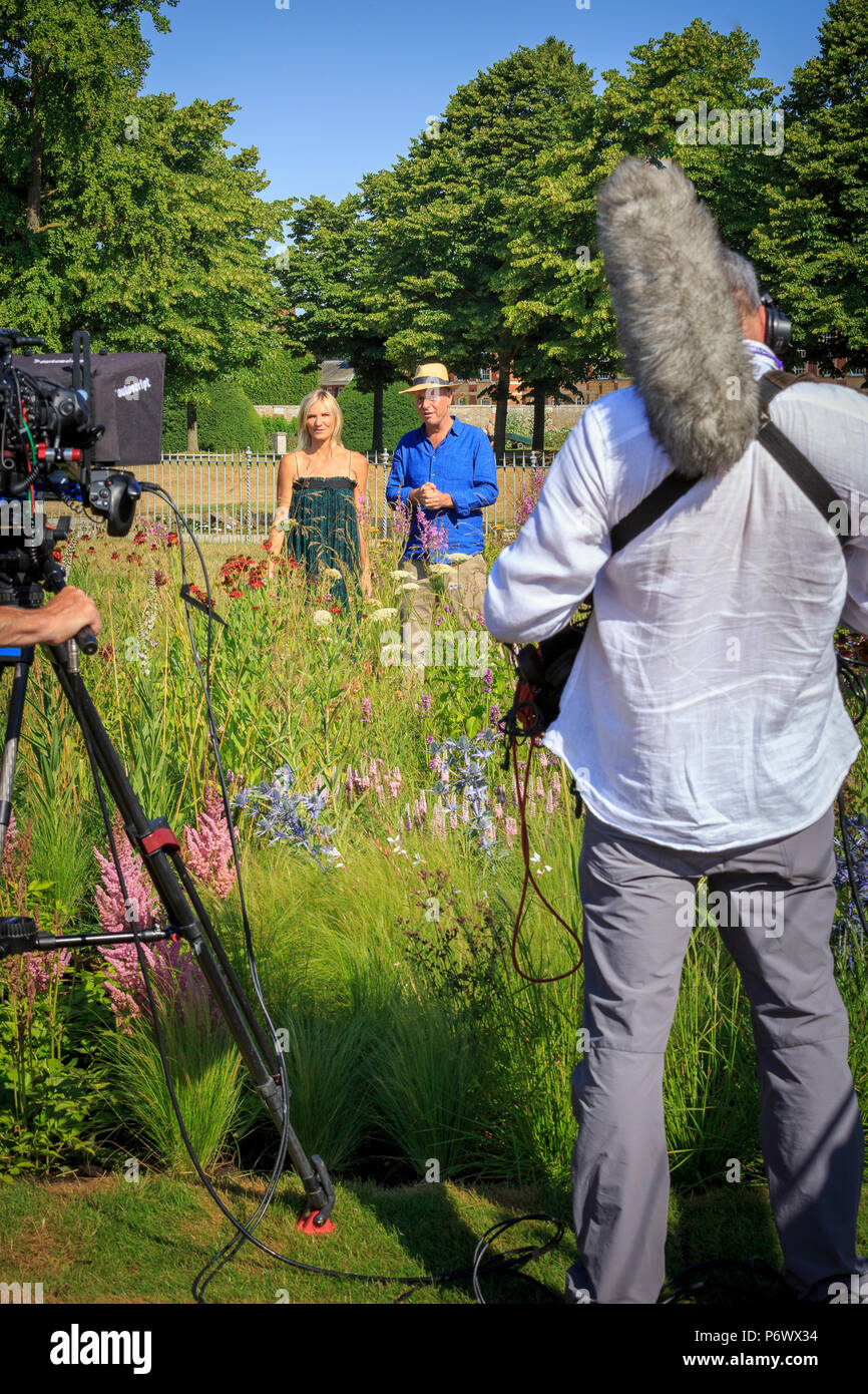 London, UK. 2nd-8th July 2018. RHS Hampton Court Flower Show. Radio DJ Jo Whiley and garden designer and TV celebrity Joe Swift broadcasting from the perennial meadow-style  borders designed by Dutch landscape designer, plantsman and author Piet Oudolf.   - Designer:  Piet Oudolf Stock Photo