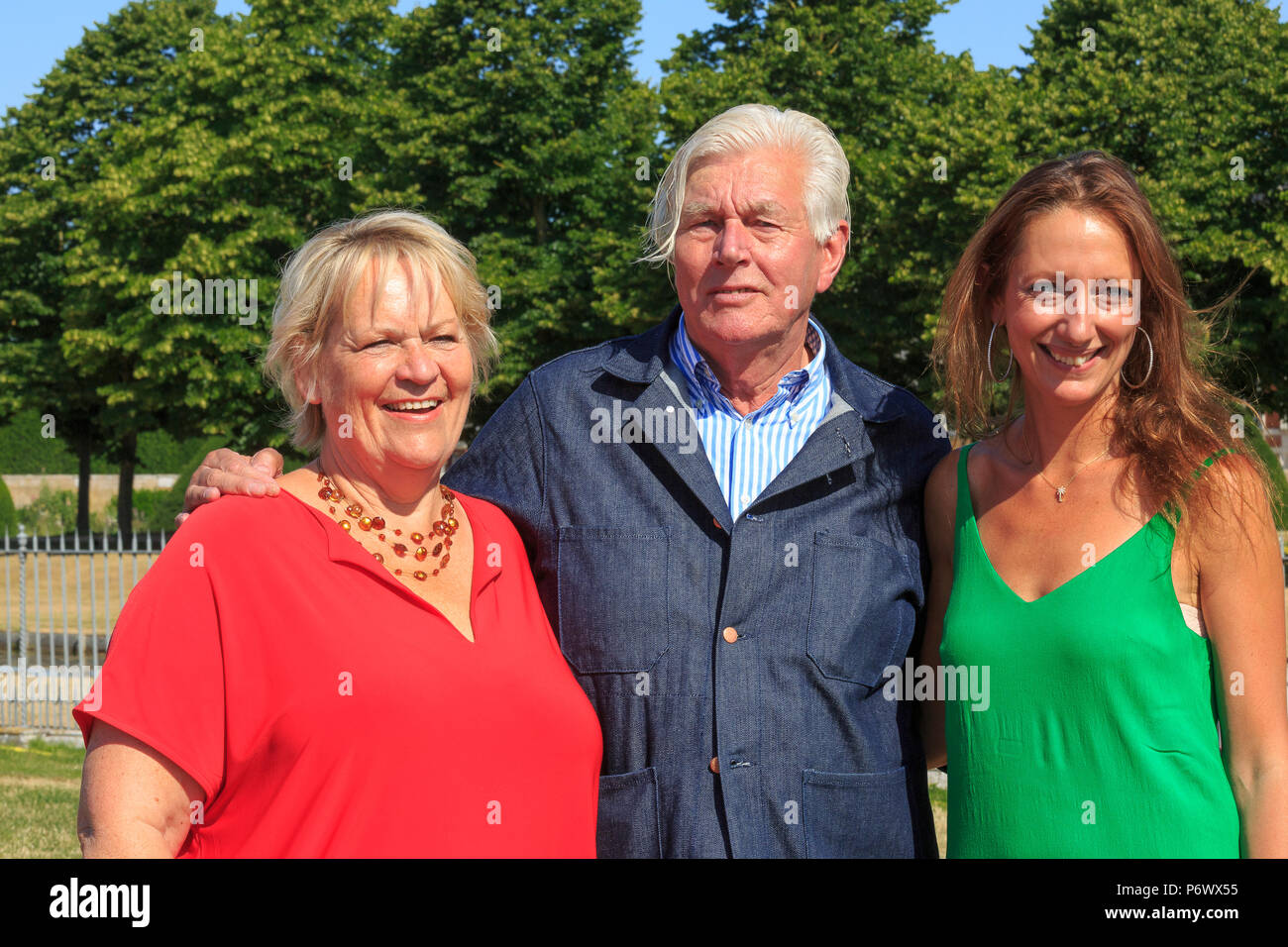 London, UK. 2nd-8th July 2018. RHS Hampton Court Flower Show. Iconic Horticultural Heroes.  Dutch landscape designer, plantsman and author Piet Oudolf with RHS Director General Sue Biggs and  RHS Director of Communications Hayley Monckton at Hampton Court Flower Show to celebrate Piet's iconic achievement in garden design. - Stock Image