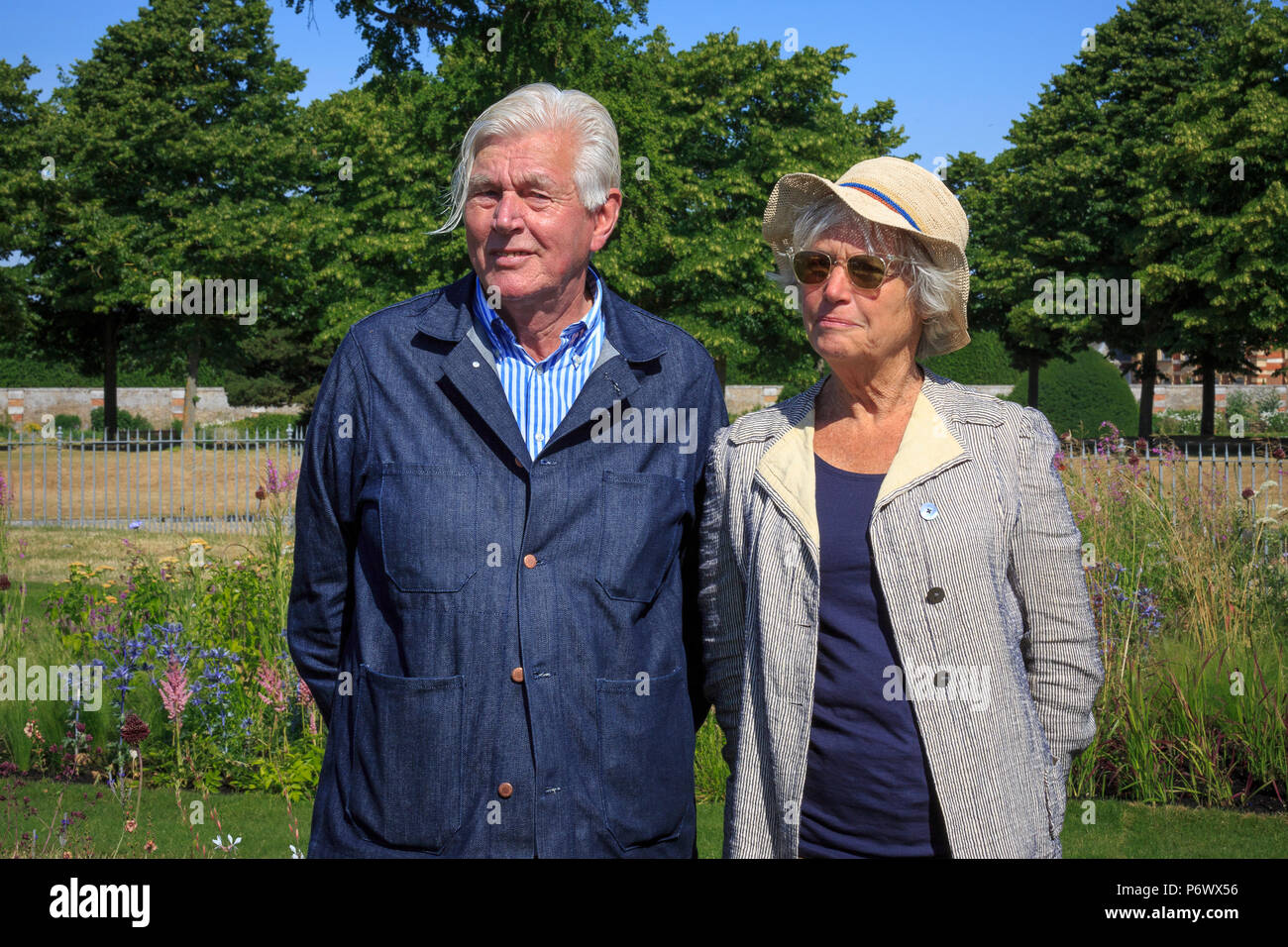 London, UK. 2nd-8th July 2018. RHS Hampton Court Flower Show. Iconic Horticultural Heroes. Dutch landscape designer, plantsman and author Piet Oudolf with his wife Anja in the perennial meadow style borders as he is presented with an award for iconic garden design. - Designer:  Piet Oudolf - Stock Image