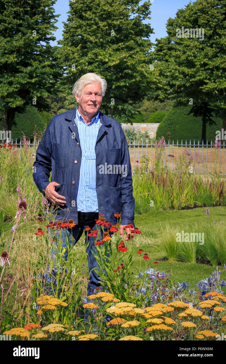 London, UK. 2nd-8th July 2018. RHS Hampton Court Flower Show. Iconic Horticultural Heroes.  Dutch landscape designer, plantsman and author Piet Oudolf at the RHS Hampton Court Flower Show, as he is presented with an award to celebrate Piet's iconic achievement in garden design. - Stock Image