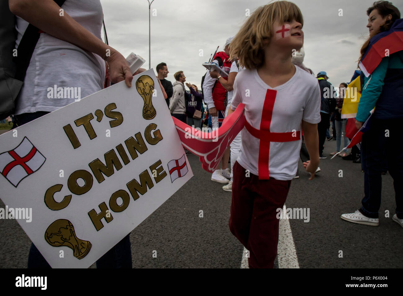 Moscow, Russia. 3th July, 2018. English fans cheer for his national team ahead of the round of 16 match between Colombia and England at the 2018 soccer World Cup near the Spartak Stadium, in Moscow Credit: Nikolay Vinokurov/Alamy Live News - Stock Image