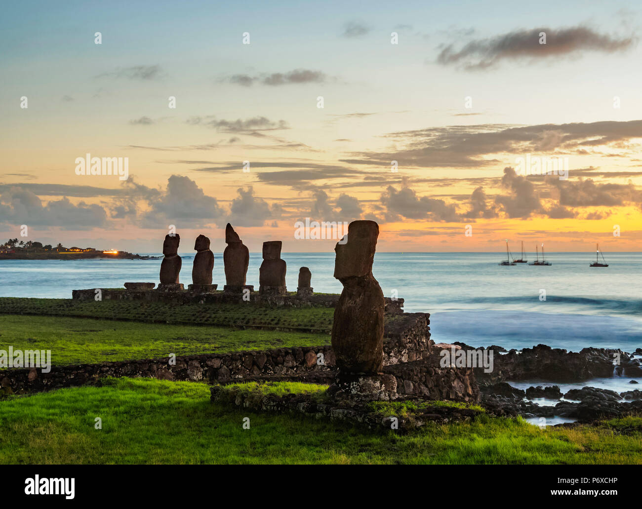 Moais in Tahai Archaeological Complex at sunset, Rapa Nui National Park, Easter Island, Chile - Stock Image
