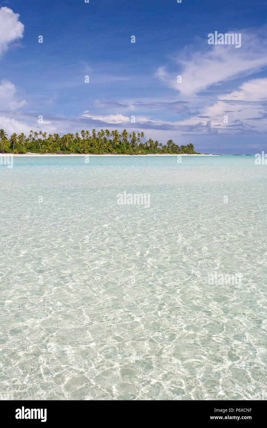 Cook Islands, Aitutaki Atoll, Tropical island and beach - Stock Image