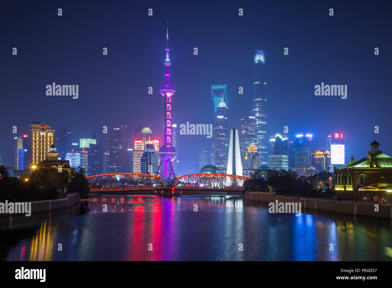 Pudong skyline across the Suzhou Creek and Waibaidu bridge, Shanghai, China Stock Photo