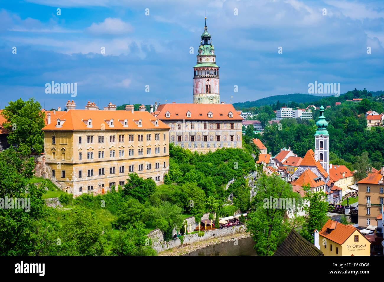 Czech Republic, South Bohemian Region, Cesky Krumlov. Cesky Krumlov Castle on the Vltava River. - Stock Image