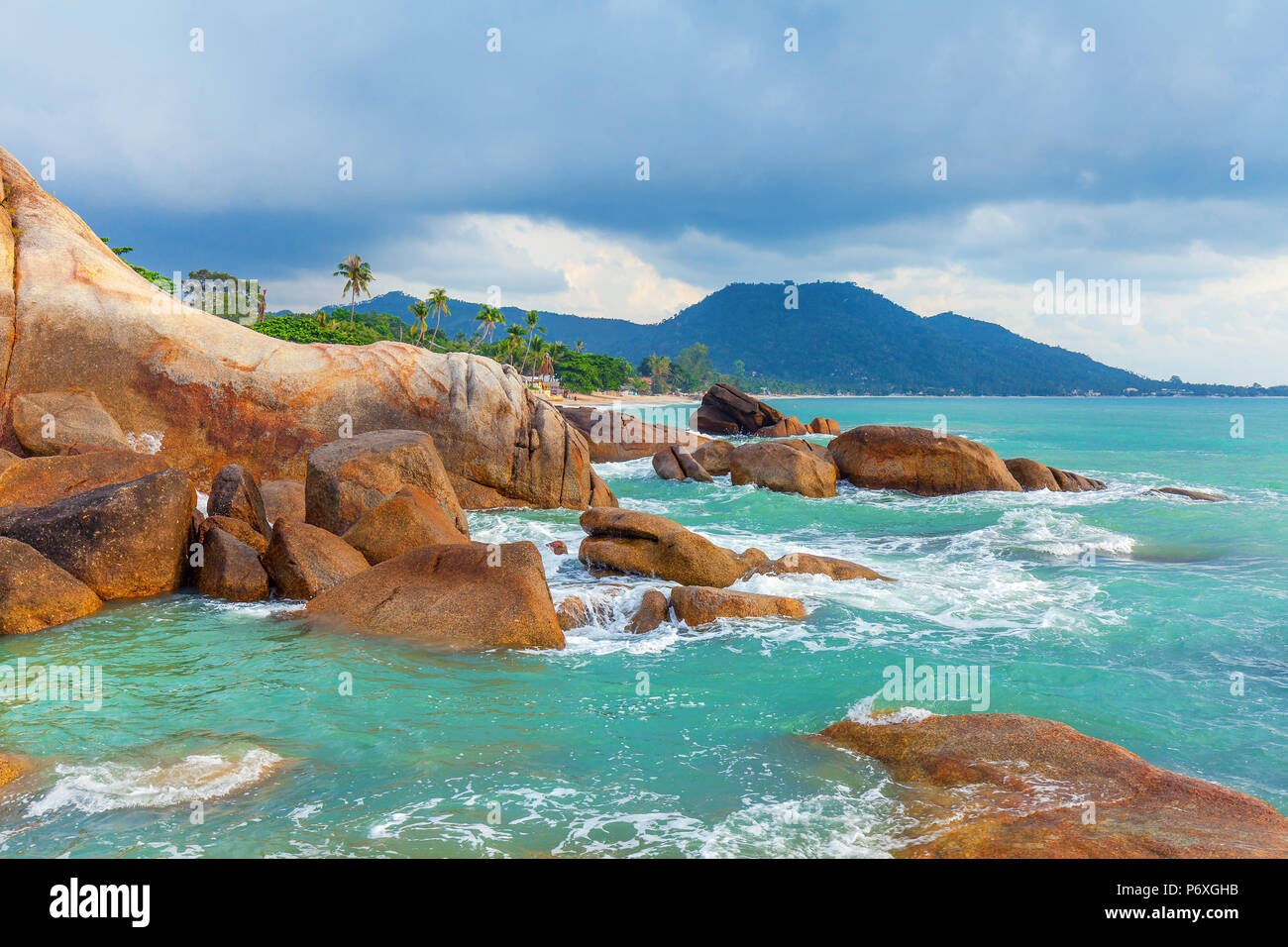Azure sea and the red rocks of the island of Koh Samui in Thailand. - Stock Image