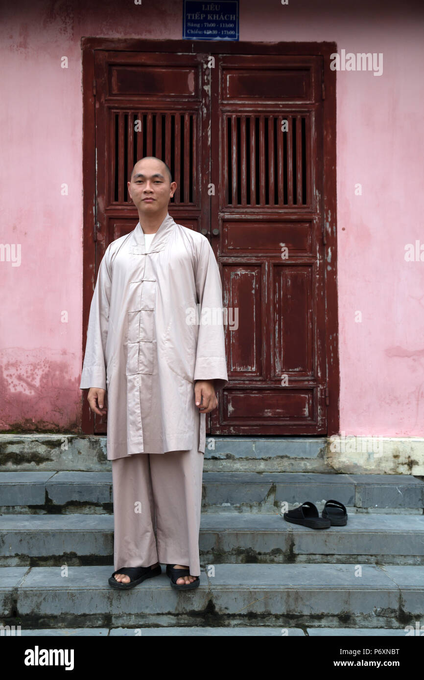 Buddhist monk at Pagoda of the Celestial Lady, Hue , Vietnam - Stock Image