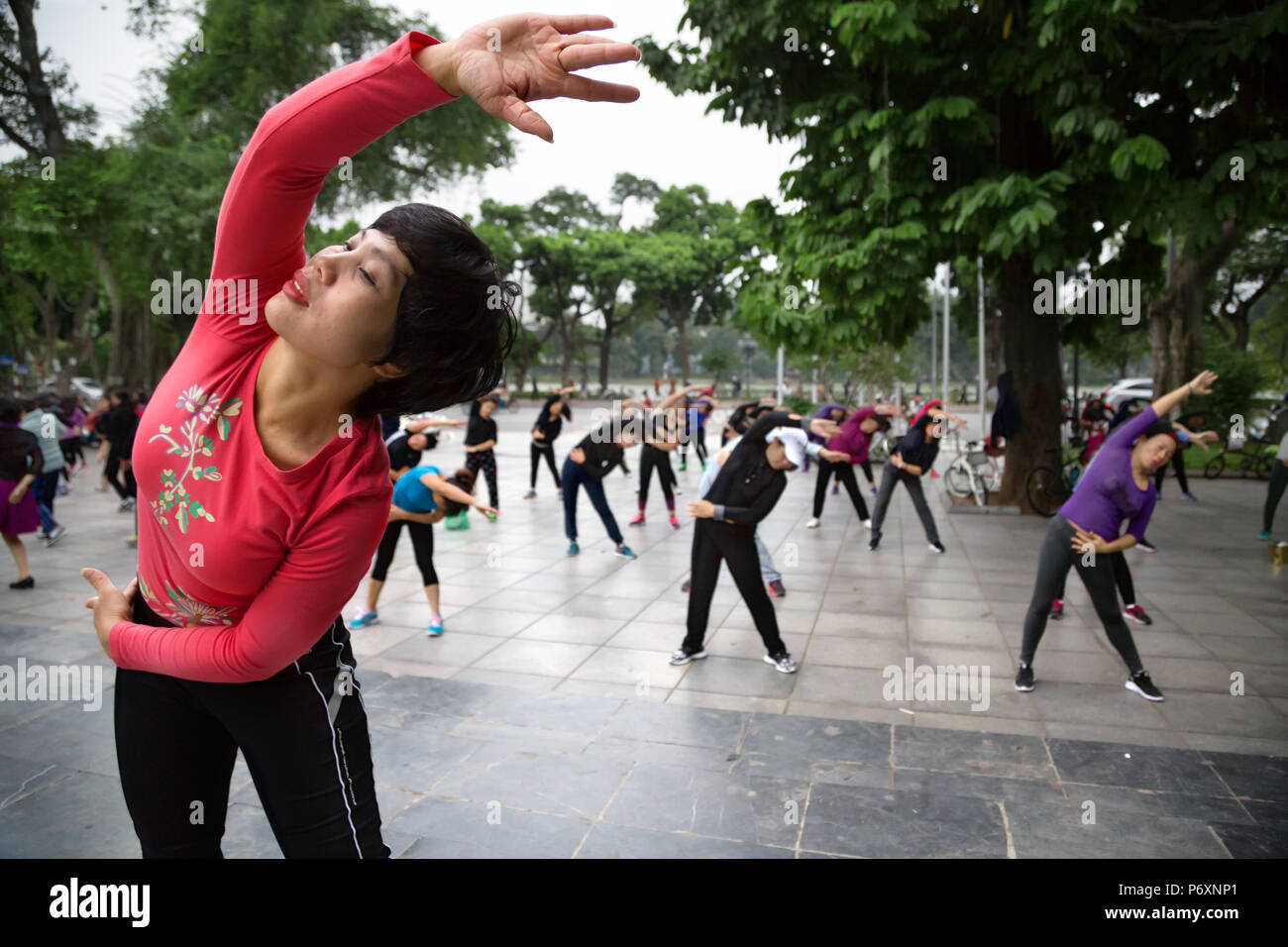 Morning Tai Chi session around Hoan Kiem lake , Hanoï, Vietnam, Hanoi - Stock Image