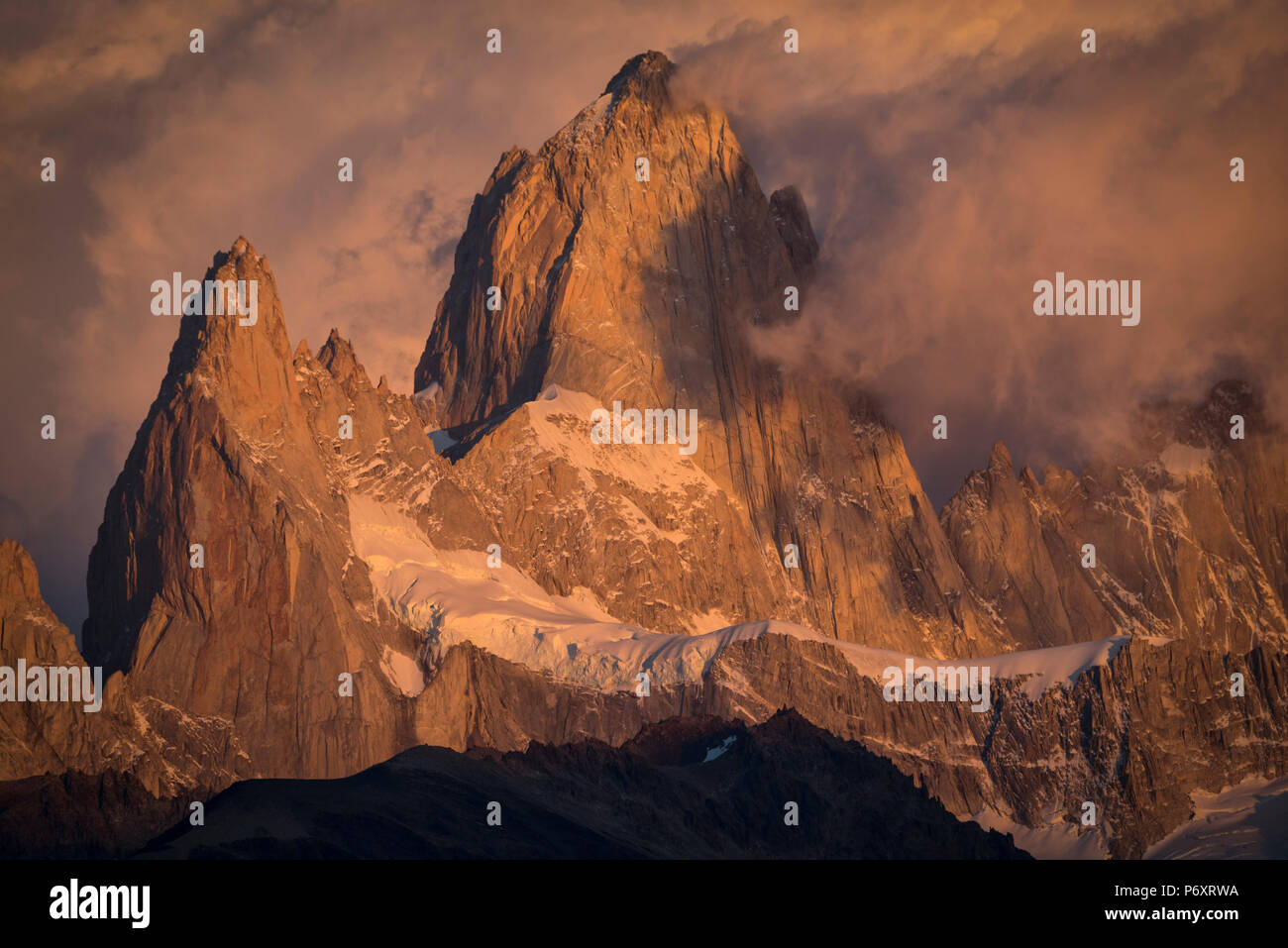 South America, Patagonia, Argentina, El Chalten, Mount Fitz Roy in Los Glaciares National Park - Stock Image
