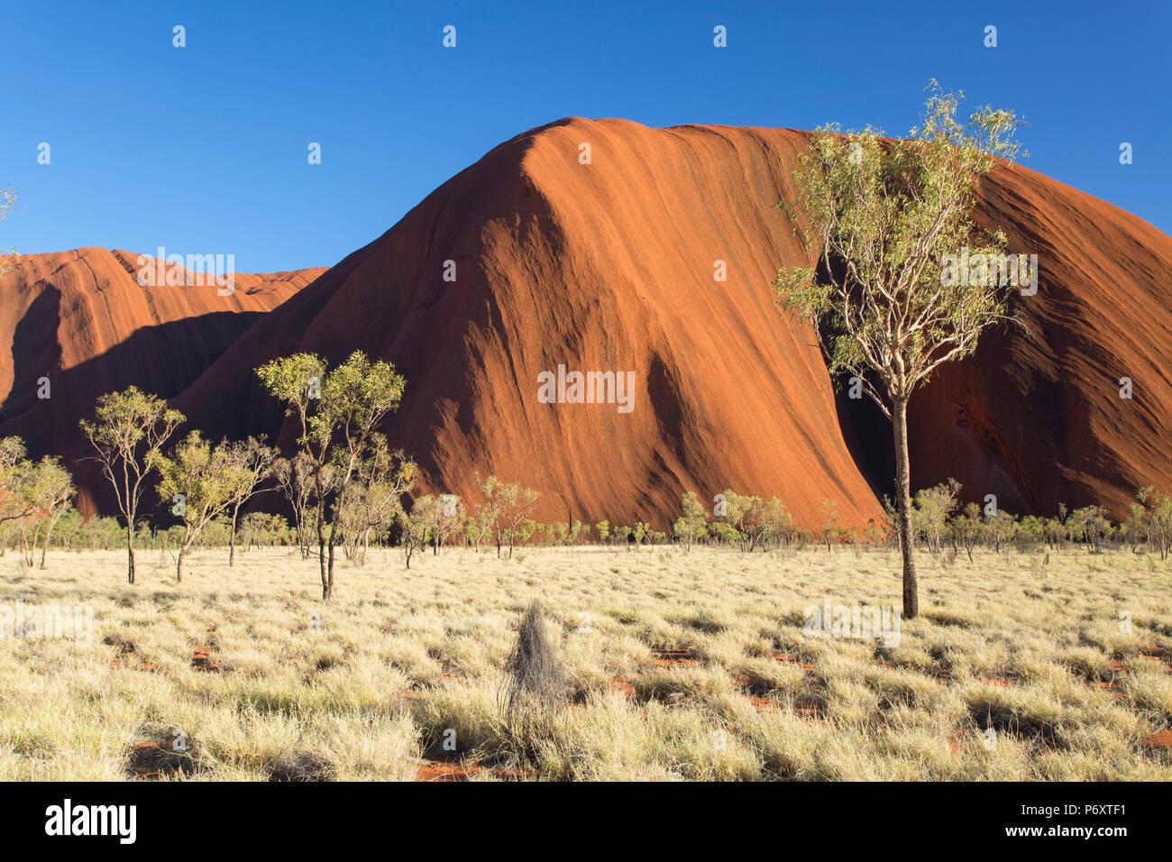 Uluru (UNESCO World Heritage Site), Uluru-Kata Tjuta National Park, Northern Territory, Australia - Stock Image