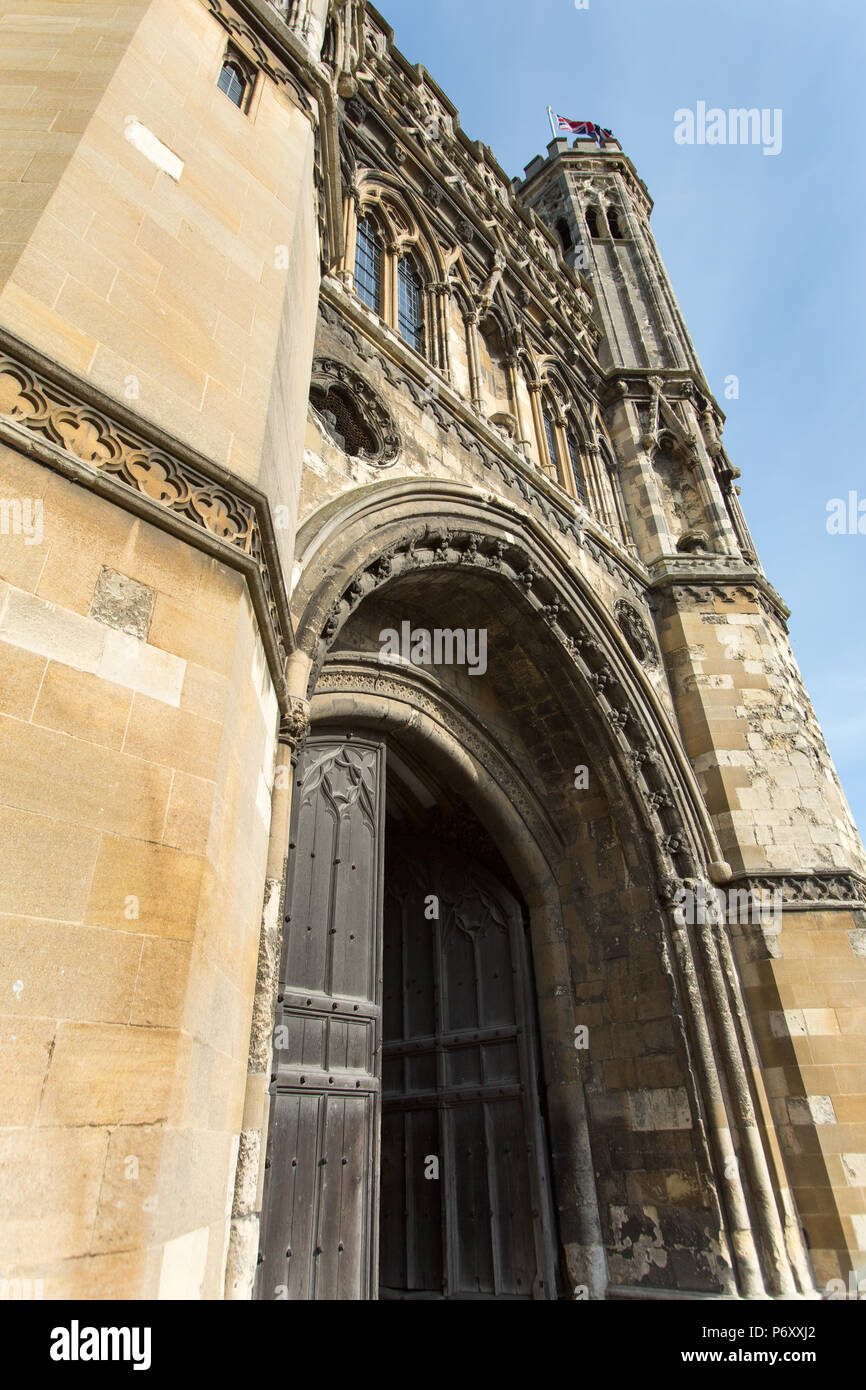 City of Canterbury, England. The Grade I listed Abbot Fyndon's Great Gate (King's School entrance) at Canterbury's Monastery Street. - Stock Image