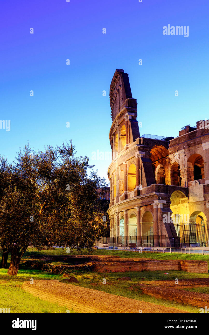 Italy, Rome, Colosseum and Roman Forum by night - Stock Image