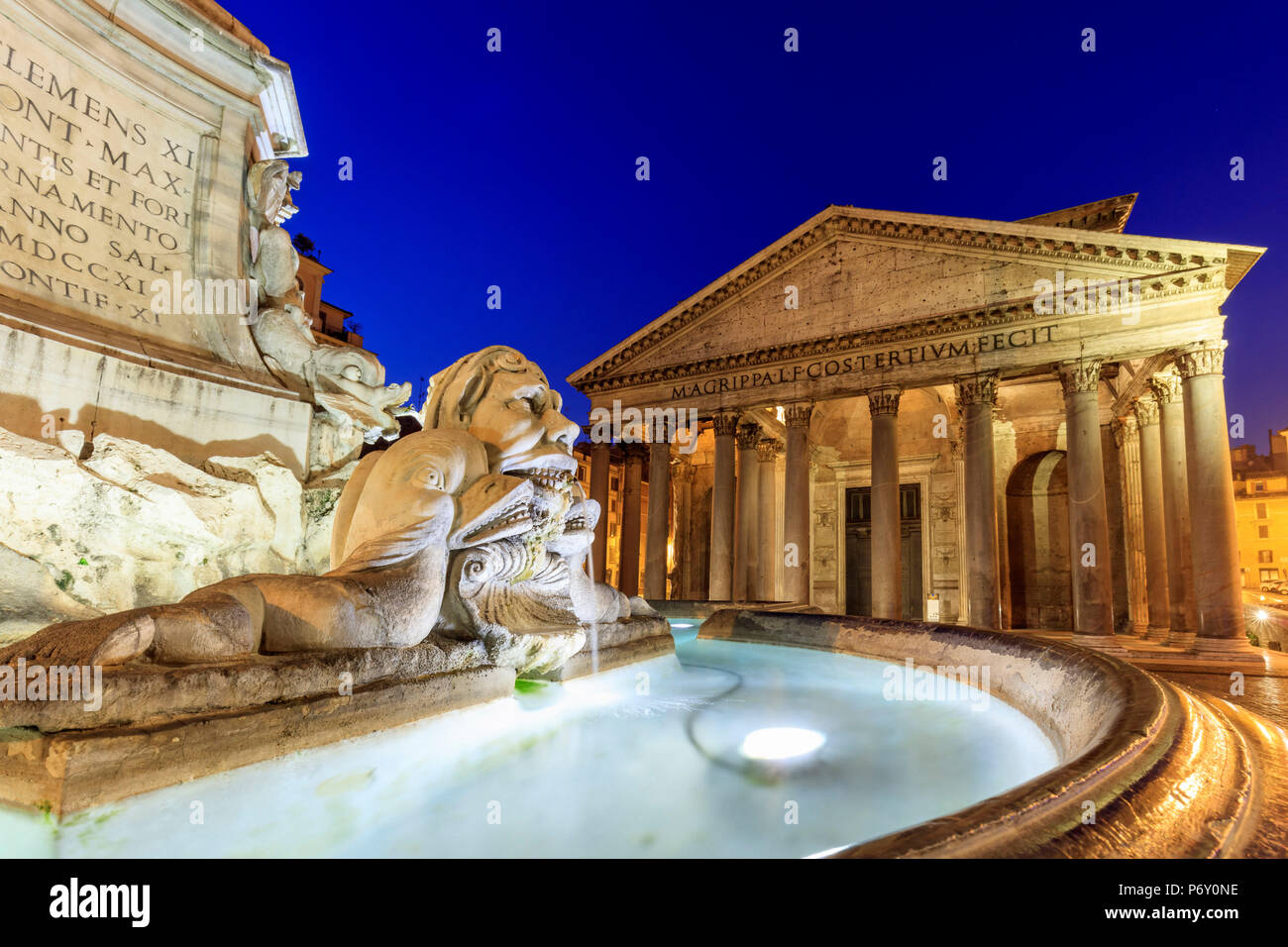 Italy, Rome, Pantheon and Piazza della Rotonda Fountain by night - Stock Image