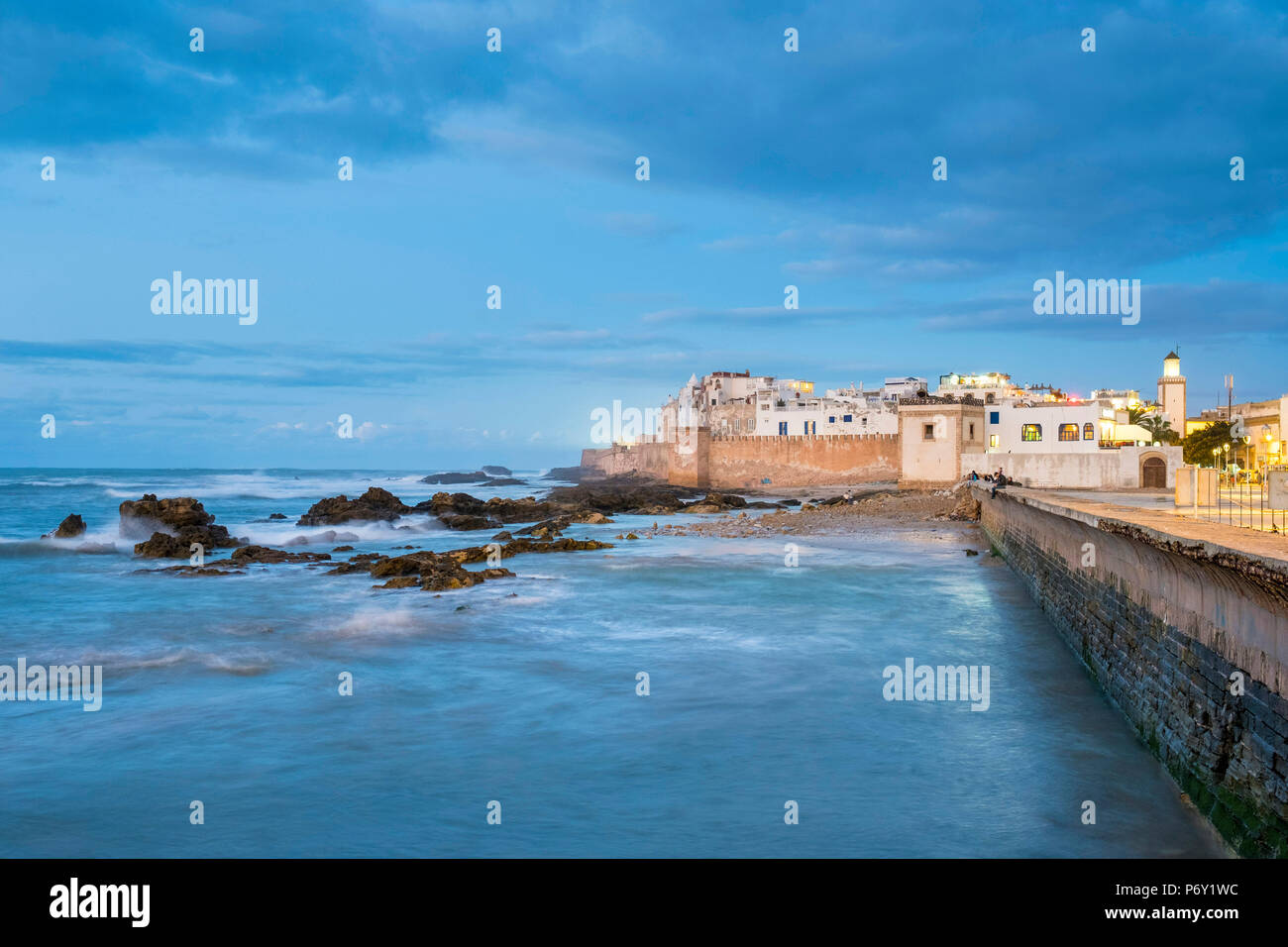 Morocco, Marrakesh-Safi (Marrakesh-Tensift-El Haouz) region, Essaouira. Medina (old town) at dusk, protected by 18th-century seafront ramparts,  Skala de la Kasbah. - Stock Image