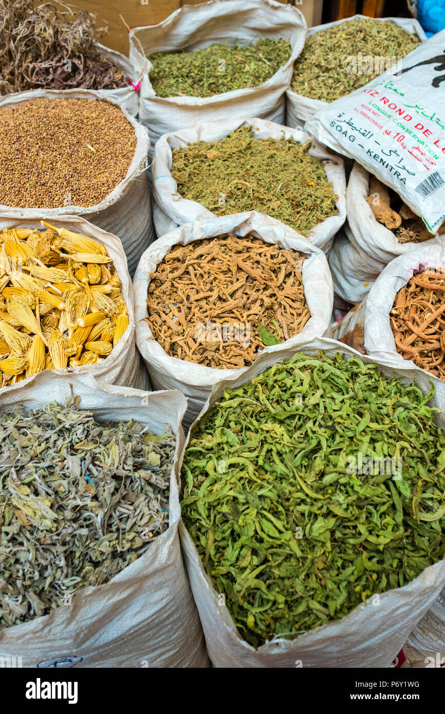 Morocco, Marrakech-Safi (Marrakesh-Tensift-El Haouz) region, Marrakesh. Dried herbs and spices for sale in the Mellah spice market. - Stock Image