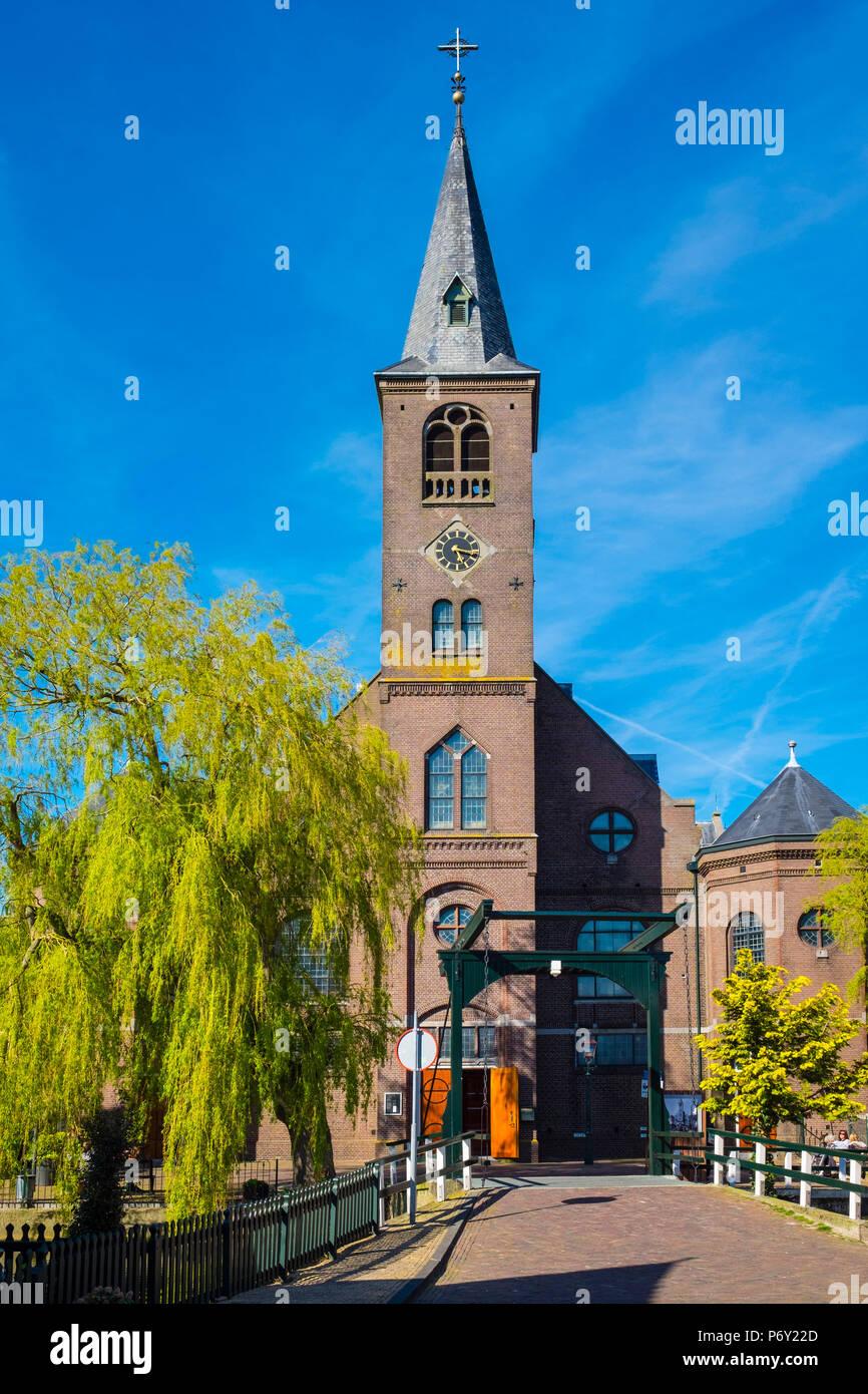 Netherlands, North Holland, Volendam. Sint-Vincentiuskerk (St. Vincent de Paul Church). - Stock Image