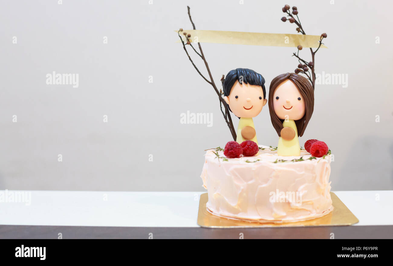 Sugar Icing Happy Smiling Couple Lovers Figure On Delicious Cake With Paper Banner Sticks Birthday Celebration Anniversary Happiness Concept