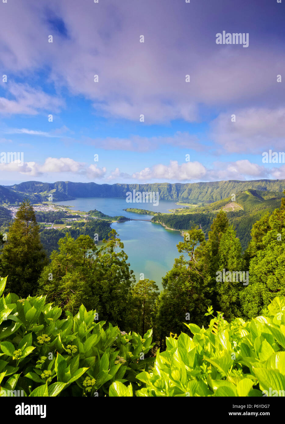 Portugal, Azores, Sao Miguel, municipality of Ponta Delgada, Sete Cidades, elevated view of the Lagoa das Sete Cidades. - Stock Image