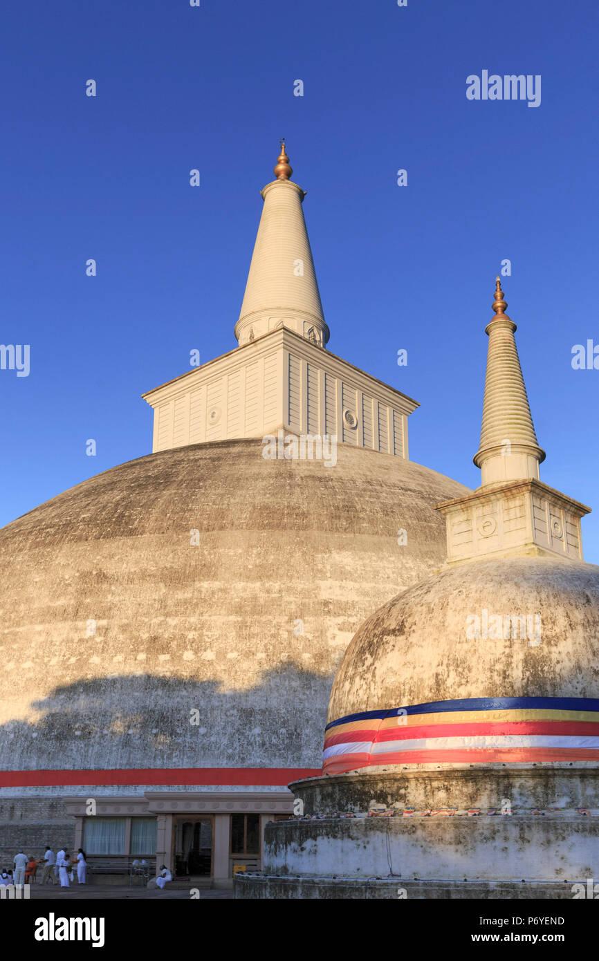 Sri Lanka, Anuradhapura (Unesco Site), Ruwanwelisaya (Ruwanweli Maha Seya) Stupa also called the Great Stupa Stock Photo