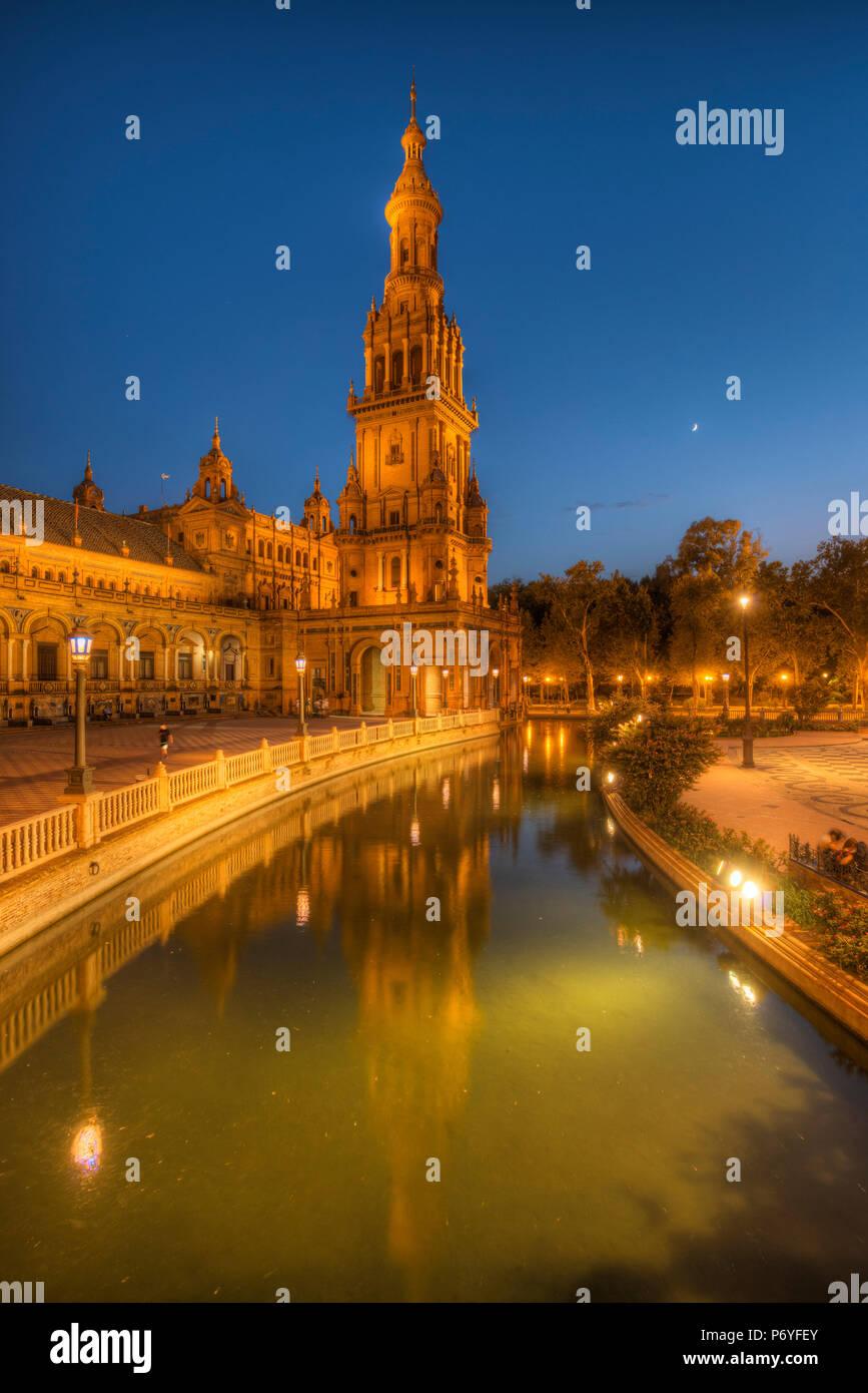 Plaza de Espana at dusk, Sevilla, Andalusia, Spain - Stock Image