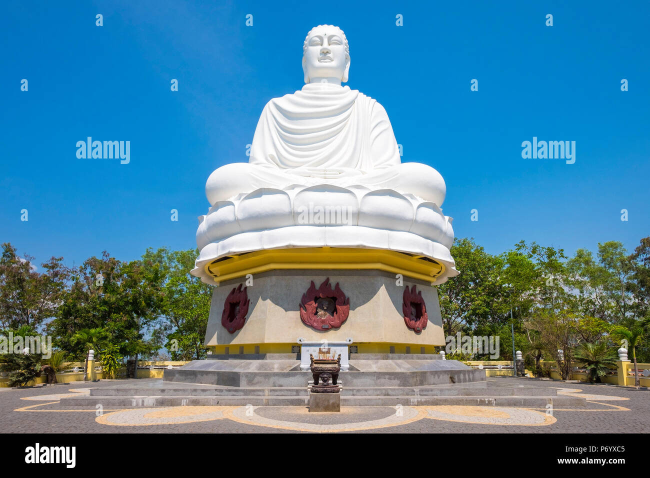 Giant Buddha at Long Son Pagoda (Chua Long Son) Buddhist temple, Nha Trang, Khanh Hoa Province, Vietnam - Stock Image