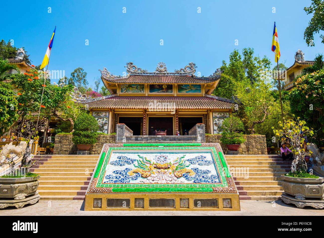 Long Sơn Pagoda (Chùa Long Sơn) Buddhist temple, Nha Trang, Khanh Hoa Province, Vietnam - Stock Image