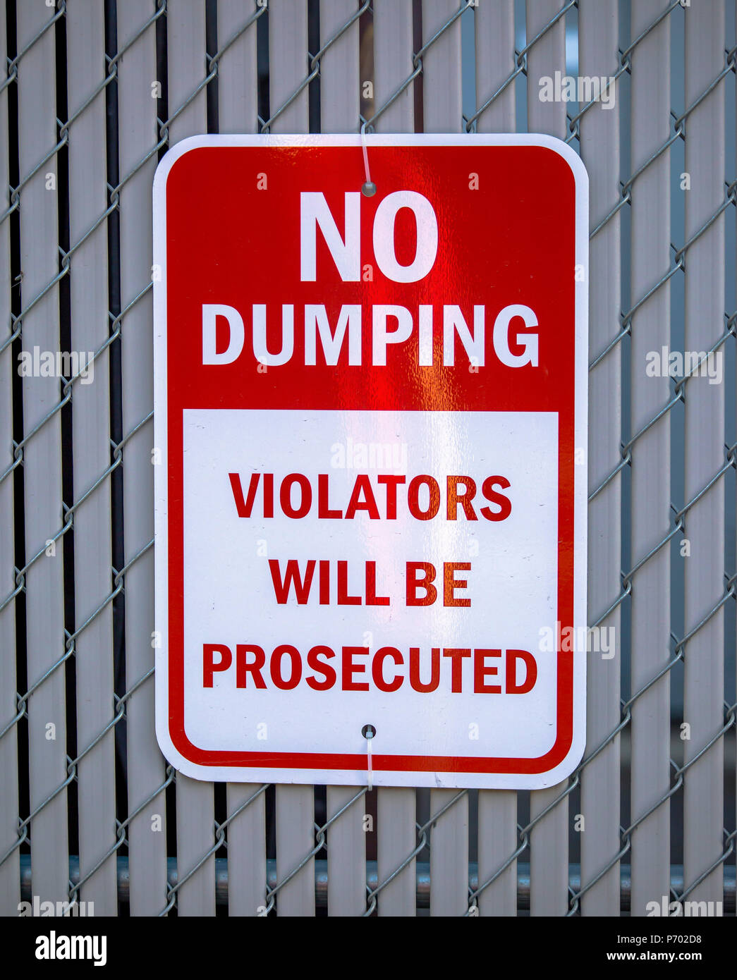 No dumping violators will be prosecuted sign - Stock Image