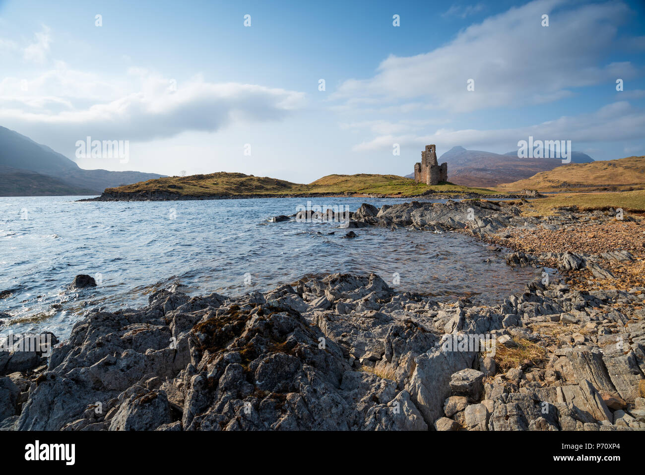 The ruins of Ardvreck Castle at Loch Assynt in the highlands of Scotland - Stock Image