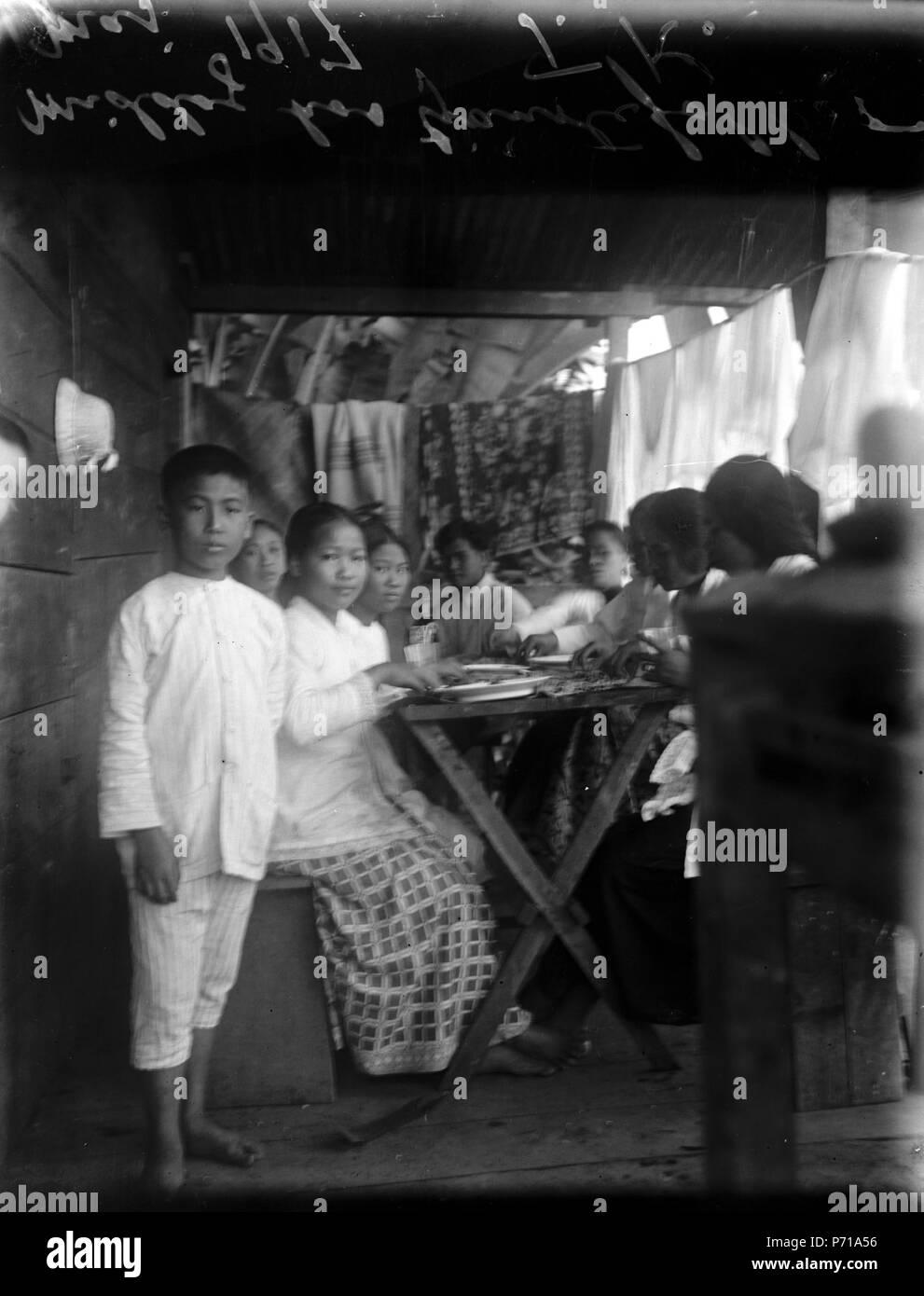 42 Middagskalas hos tjänstefolket. Sulawesi. Indonesien - SMVK - 022116 - Stock Image