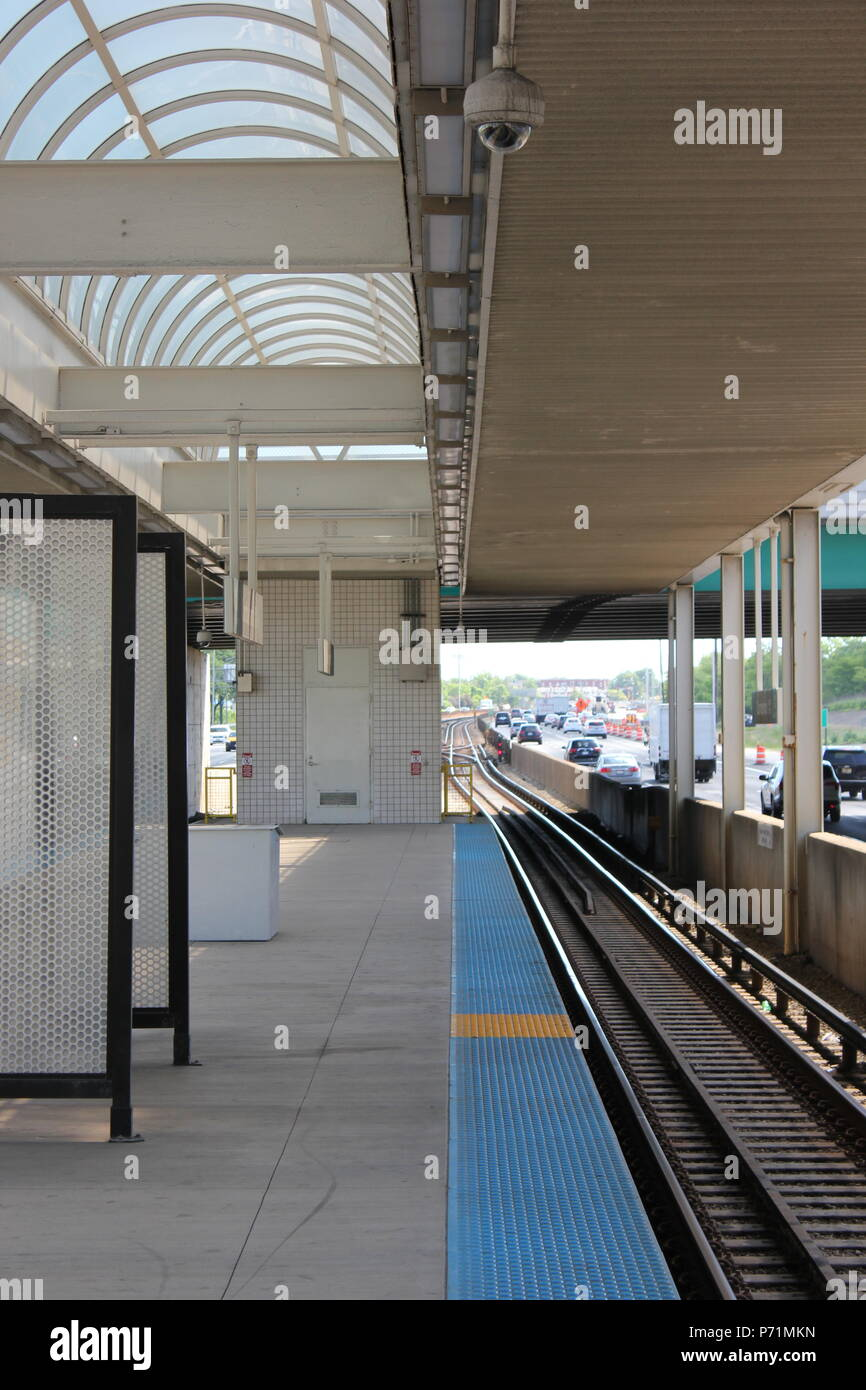 CTA O'hare Forest Park Blue Line train platform at the Cumberland Station in Park Ridge, Illinois. - Stock Image