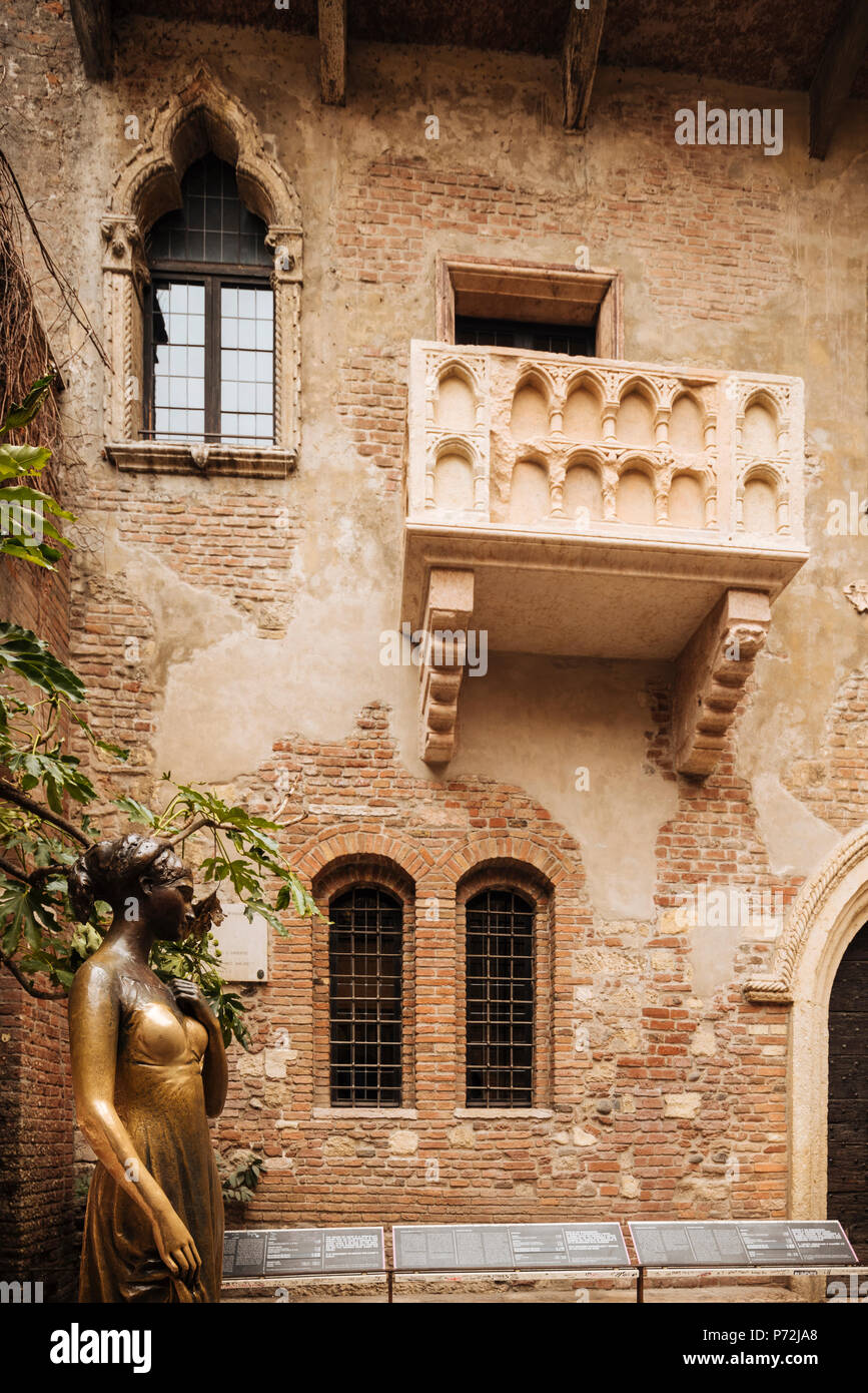 Juliet's house (Casa di Giulietta), Verona, Veneto Province, Italy, Europe - Stock Image