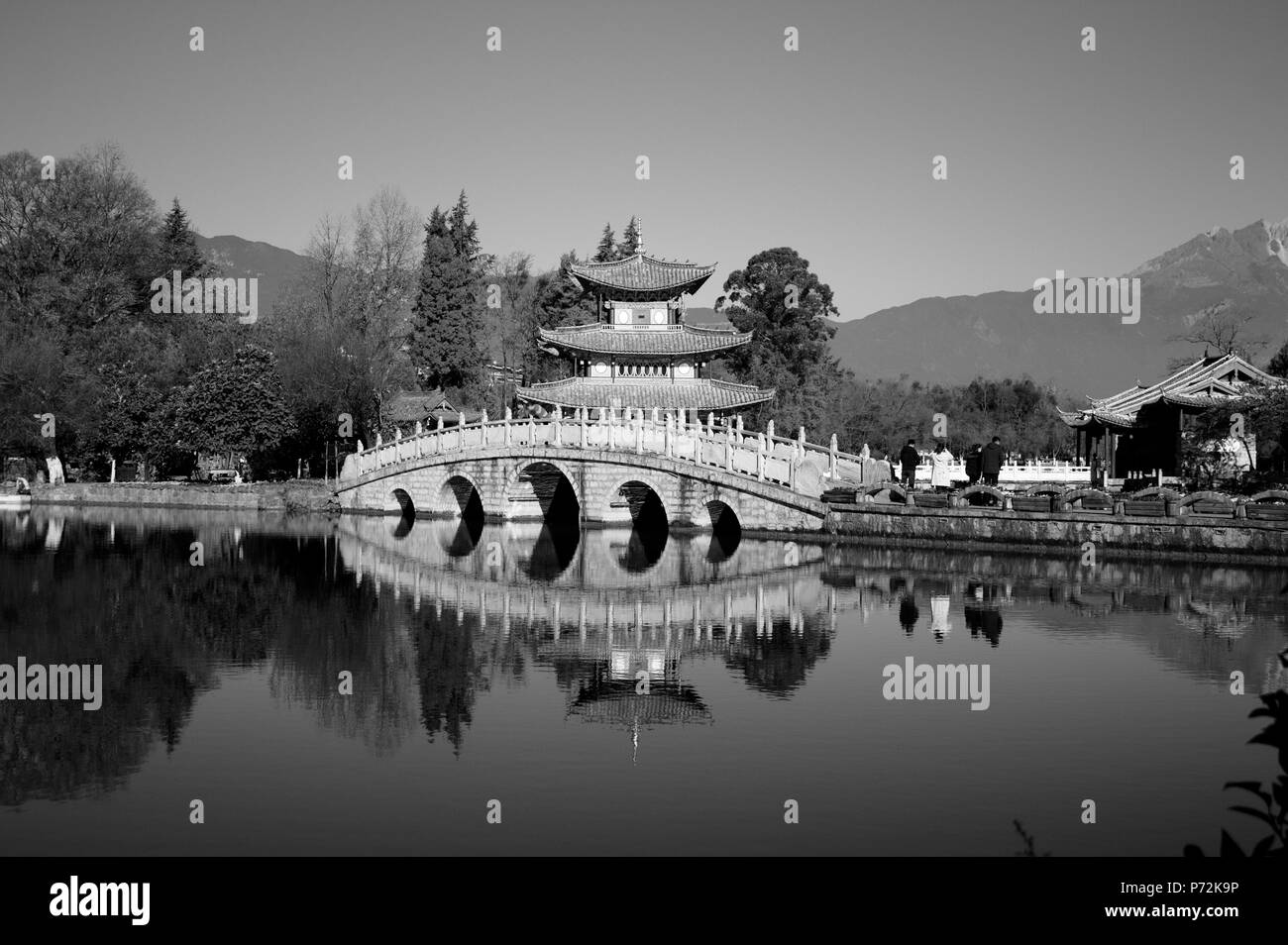 The bridge reflection of Black Dragon Pool (Lijiang, Yunnan, China) - Stock Image