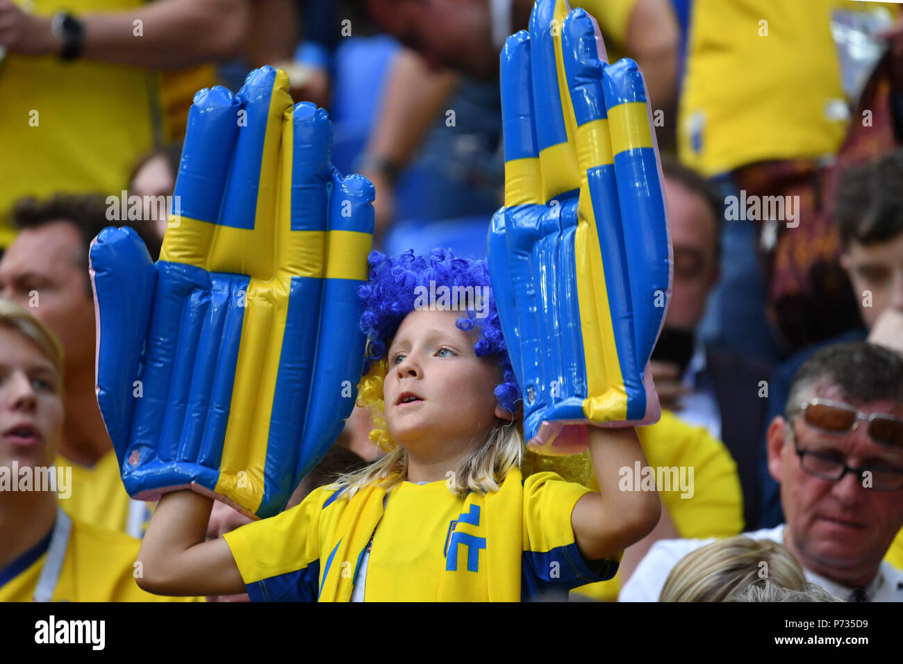 St. Petersburg, Russland. 03rd July, 2018. young swedish fan, football fan, boy, child. Sweden (SWE) - Switzerland (SUI) 1-0, Round of 16, Round of 16, Game 55, on 07/03/2018 in Saint Petersburg, Arena Saint Petersburg. Football World Cup 2018 in Russia from 14.06. - 15.07.2018. | usage worldwide Credit: dpa/Alamy Live News Stock Photo