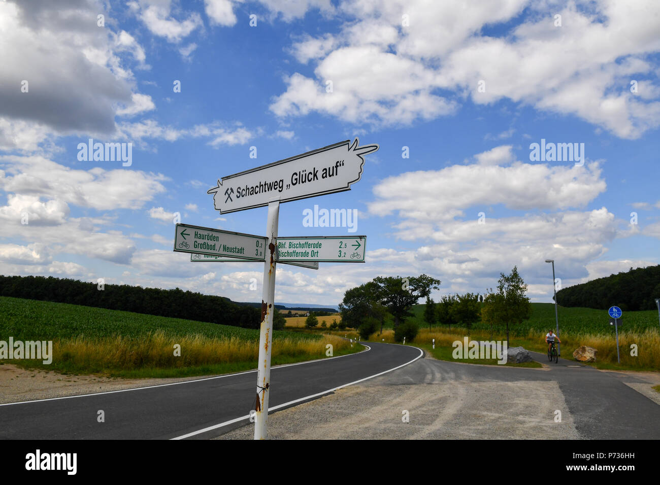 Bischofferode, Deutschland. 27th June, 2018. 27.06.2018, Bischofferode, Thuringen: A signpost for the Schucktweg 'Gluck auf' is signposted on a street. Protests of the miners at the close of the early 1990s made the work known nationwide. (to dpa 'hunger strike! - Search for clues 25 years after the Kali rebellion' from 28.06.2018) Credit: Jens Kalaene/dpa central image/dpa | usage worldwide/dpa/Alamy Live News - Stock Image