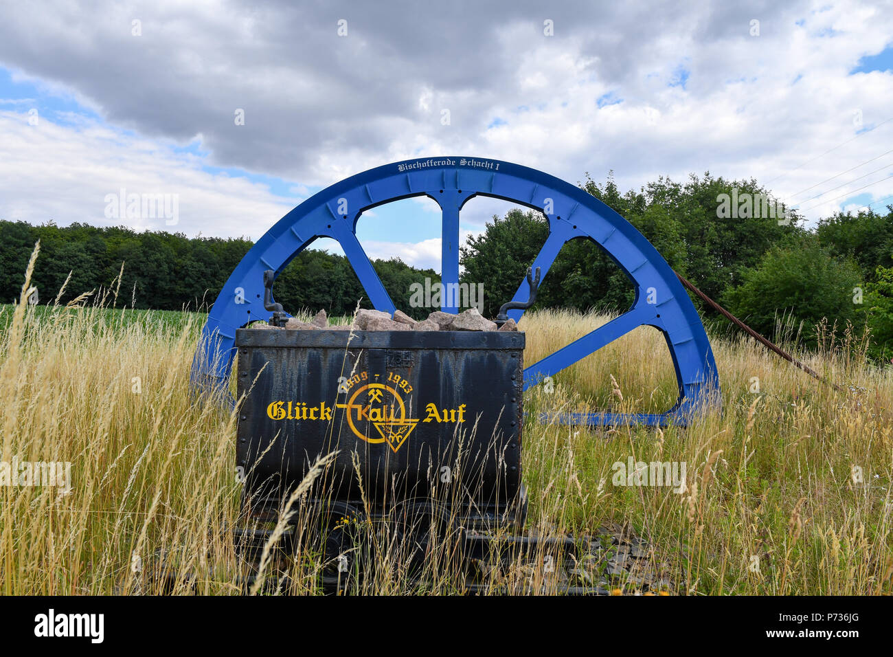 Bischofferode, Deutschland. 27th June, 2018. 27.06.2018, Bischofferode, Thuringen: A blue painted commuter wheel can be seen at the Schucktweg 'Gluck auf'. Protests of the miners at the close of the early 1990s made the work known nationwide. (to dpa 'hunger strike! - Search for clues 25 years after the Kali rebellion' from 28.06.2018) Credit: Jens Kalaene/dpa central image/dpa | usage worldwide/dpa/Alamy Live News - Stock Image