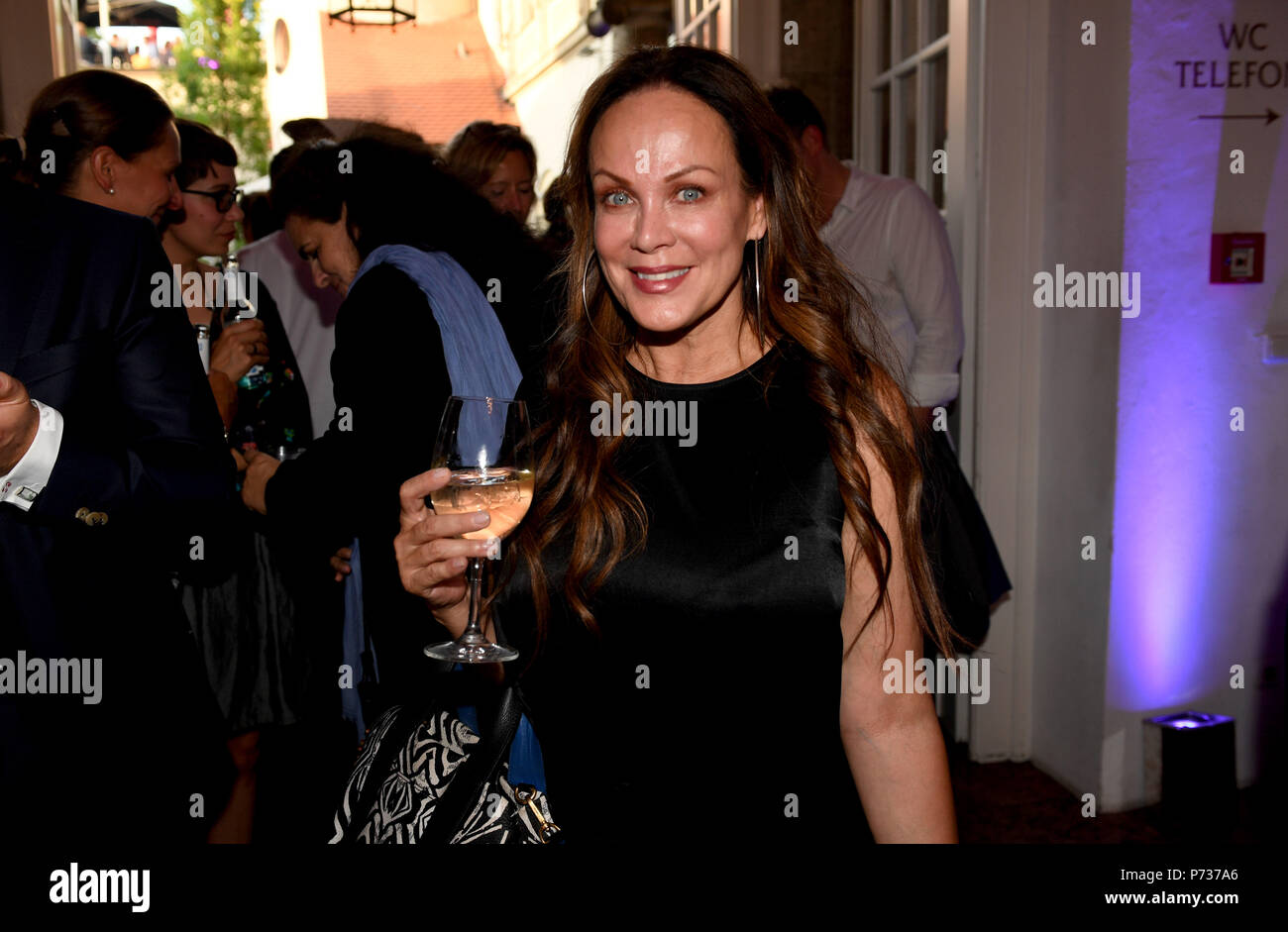 03 July 2018, Germany, Munich: Actress Sonja Kirchberger attends the Bavaria Film reception at the Kuenstlerhaus, an event hosted on occasion of the Film Festival Munich. Photo: Felix Hörhager/dpa - Stock Image