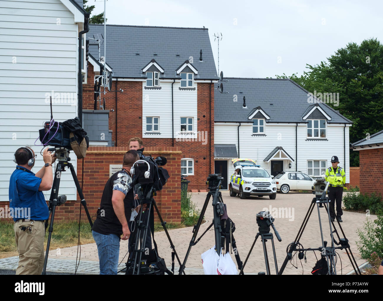Amesbury, Wiltshire, England. 4th July 2018. After a man and woman collapsed in Amesbury from what appeared to be a drugs issue, the police have cordoned off their home and the local Baptist church. The couples collapse, the Police cordon and the proximity to the alleged poisoning of the Skripals in Salisbury has led to conjecture that the two may be conected.Picture shows media presence and Police cordon at Muggleton Road. ©JMF News / Alamy Live News Stock Photo