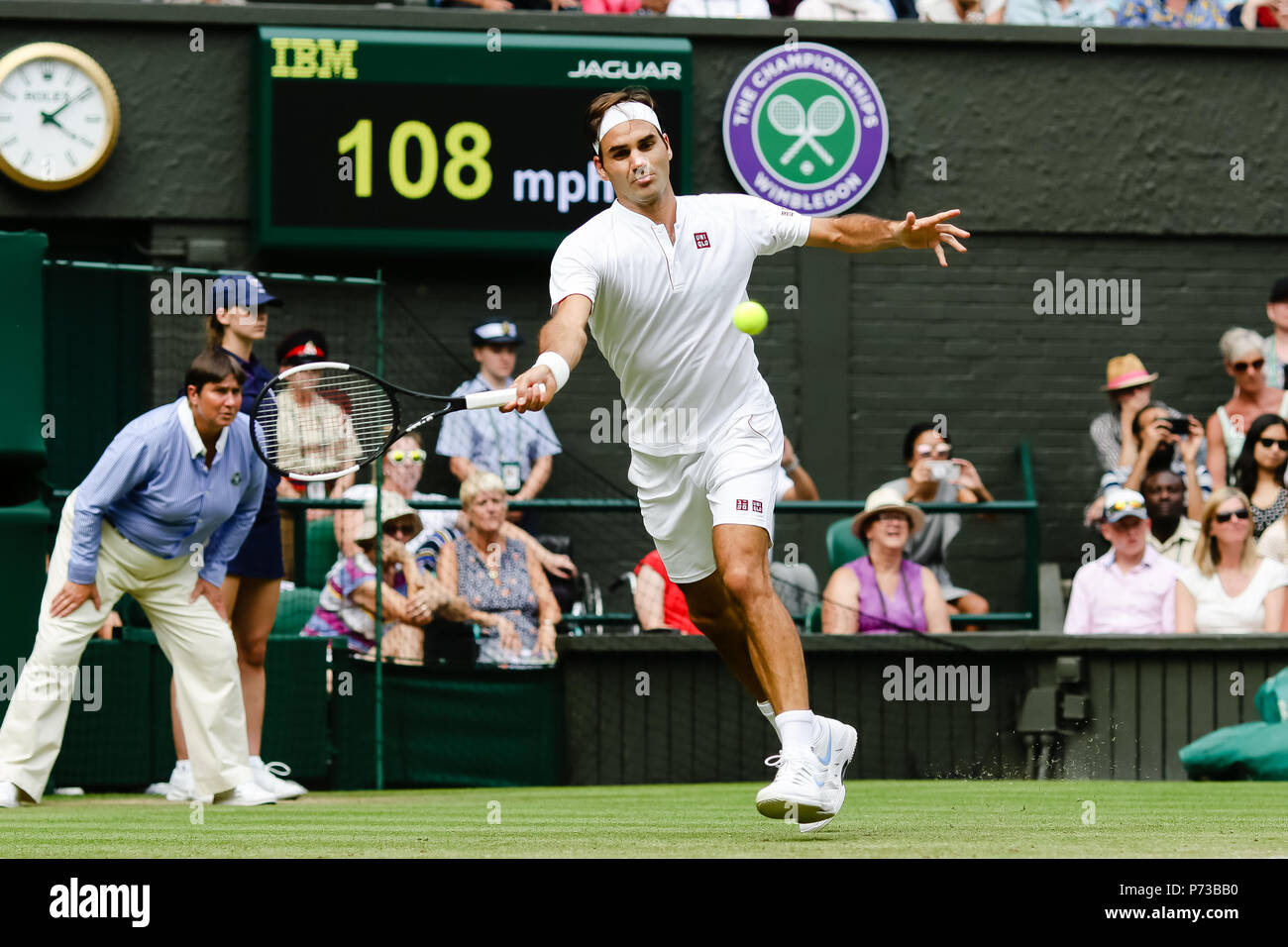 London, UK, 4th July 2018: Defending champion Roger Federer in action during Day 3 at the Wimbledon Tennis Championships 2018 at the All England Lawn Tennis and Croquet Club in London. Credit: Frank Molter/Alamy Live news Stock Photo
