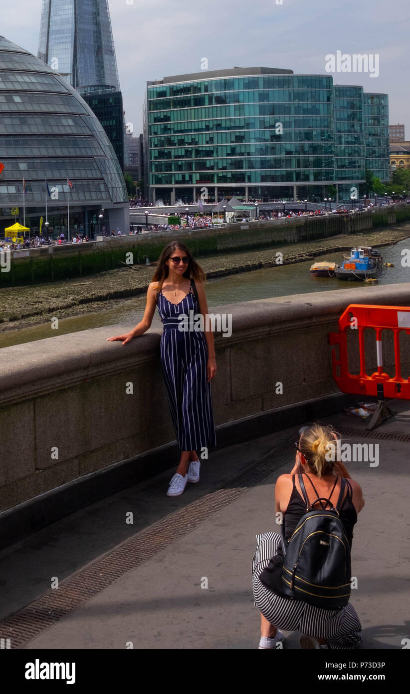 London, England. 4th July 2018. A young woman has her photo taken near London's Tower Bridge on another very hot day. The present heatwave is set to continue. ©Tim Ring/Alamy Live News Stock Photo