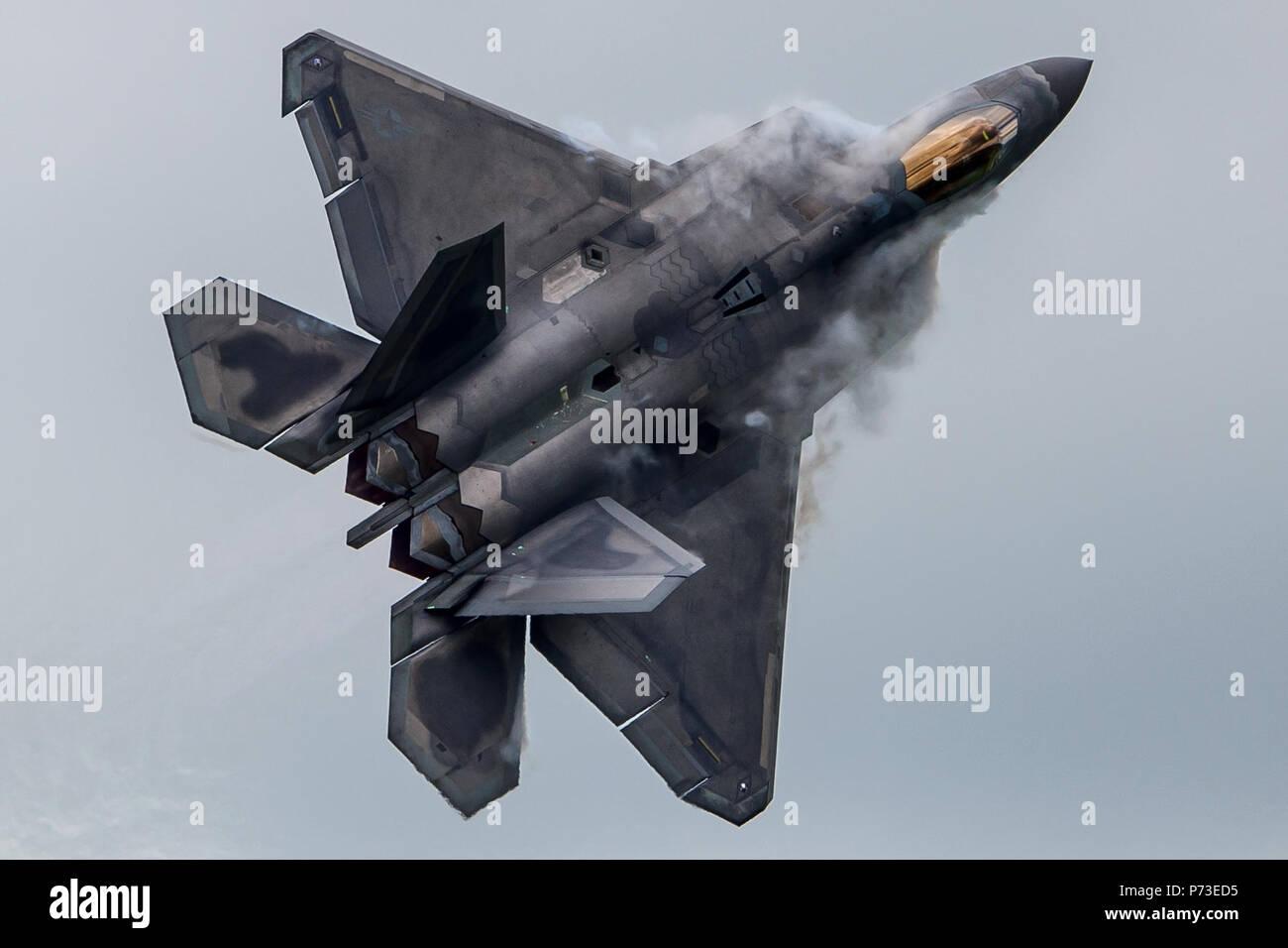 London, England, UK. 4th July, 2018. F-22 Fighter at Royal International Air Tattoo. Credit: SIPA Asia/ZUMA Wire/Alamy Live News Stock Photo