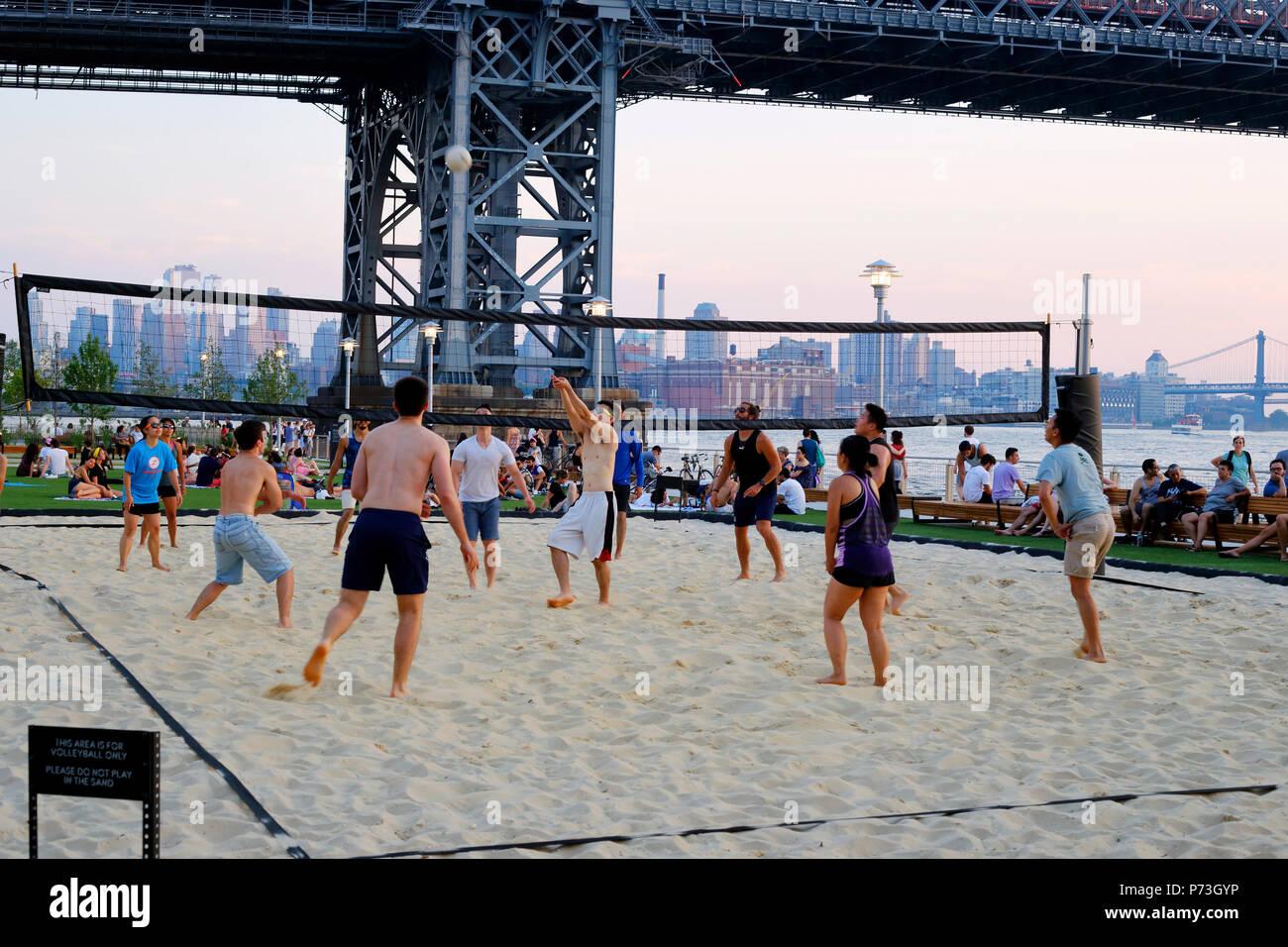 Beach volleyball at Domino Park in Williamsburg, Brooklyn, NY - Stock Image