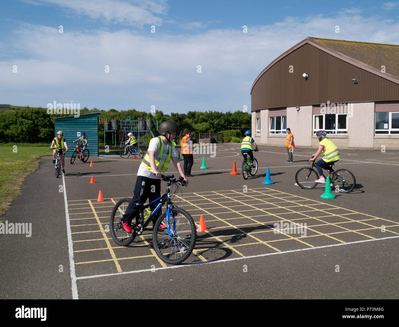 Cycle proficiency training at primary school - Stock Image