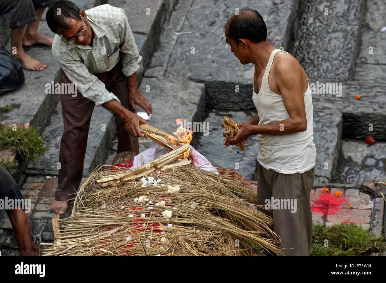 Cremation at Pasthupatinah Temple, Kathmandu - Stock Image