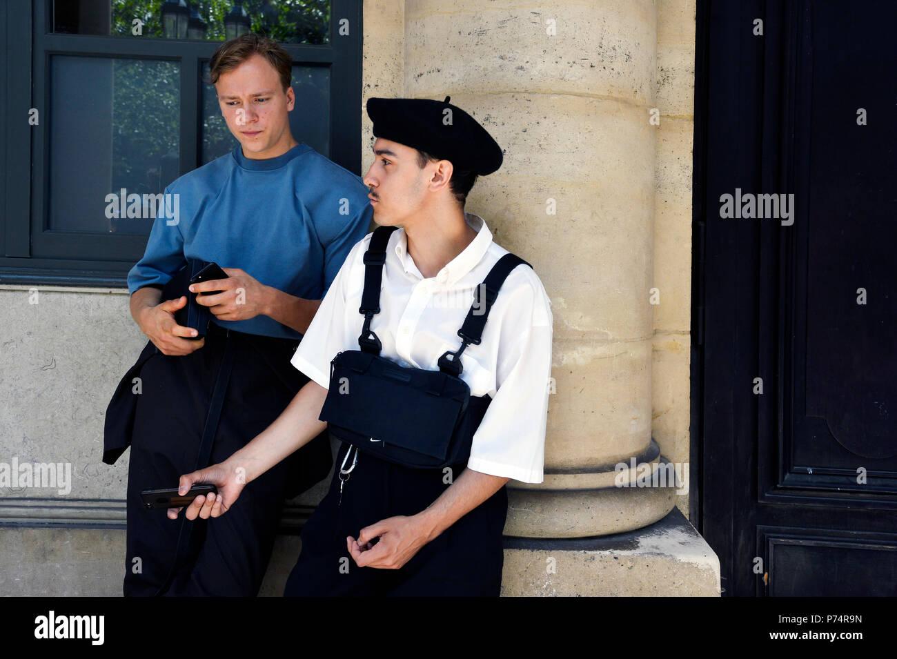 StreetStyle at Louis Vuitton - Paris Fashion Week Men Spring