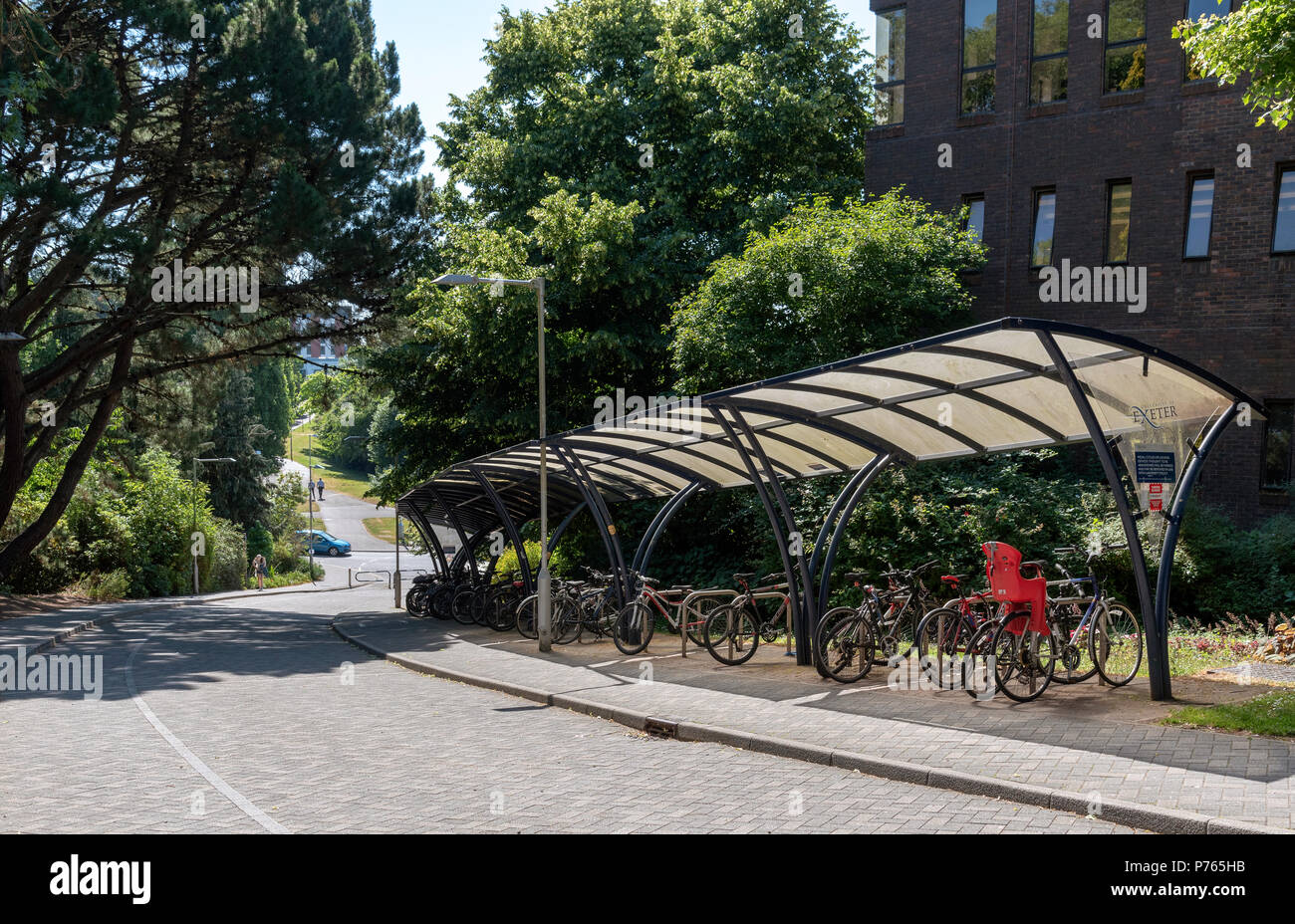Exeter University, The Streatham Campus, Exeter, Devon, England, UK. Undercover secure parking for student's pedal cycles - Stock Image
