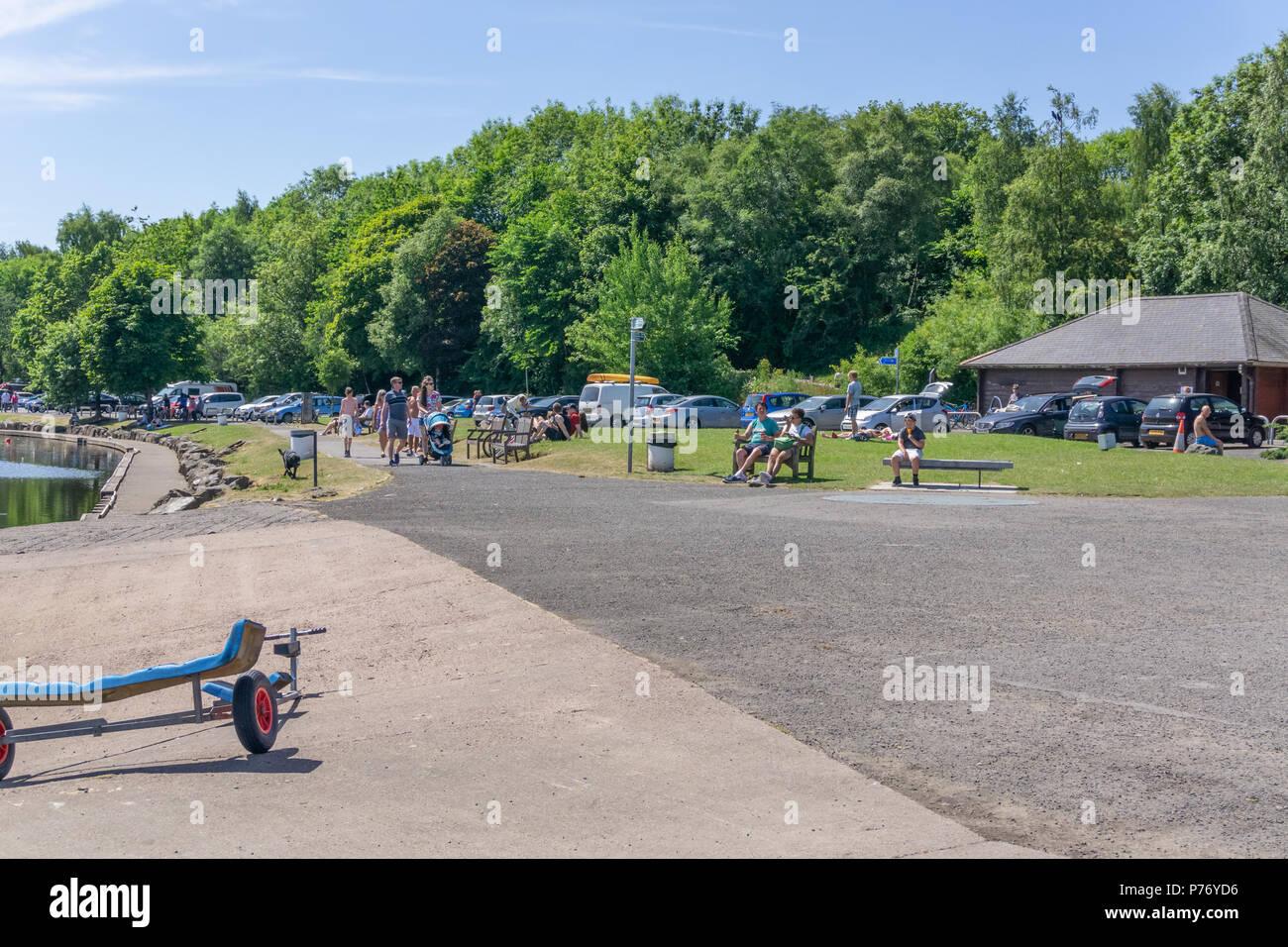 Lochwinnoch, Scotland, UK - July 01, 2018:  Visitors taking advantage of Scotlands unusual heatwave at Castle Semple outdoor centre at Lochwinnoch. - Stock Image