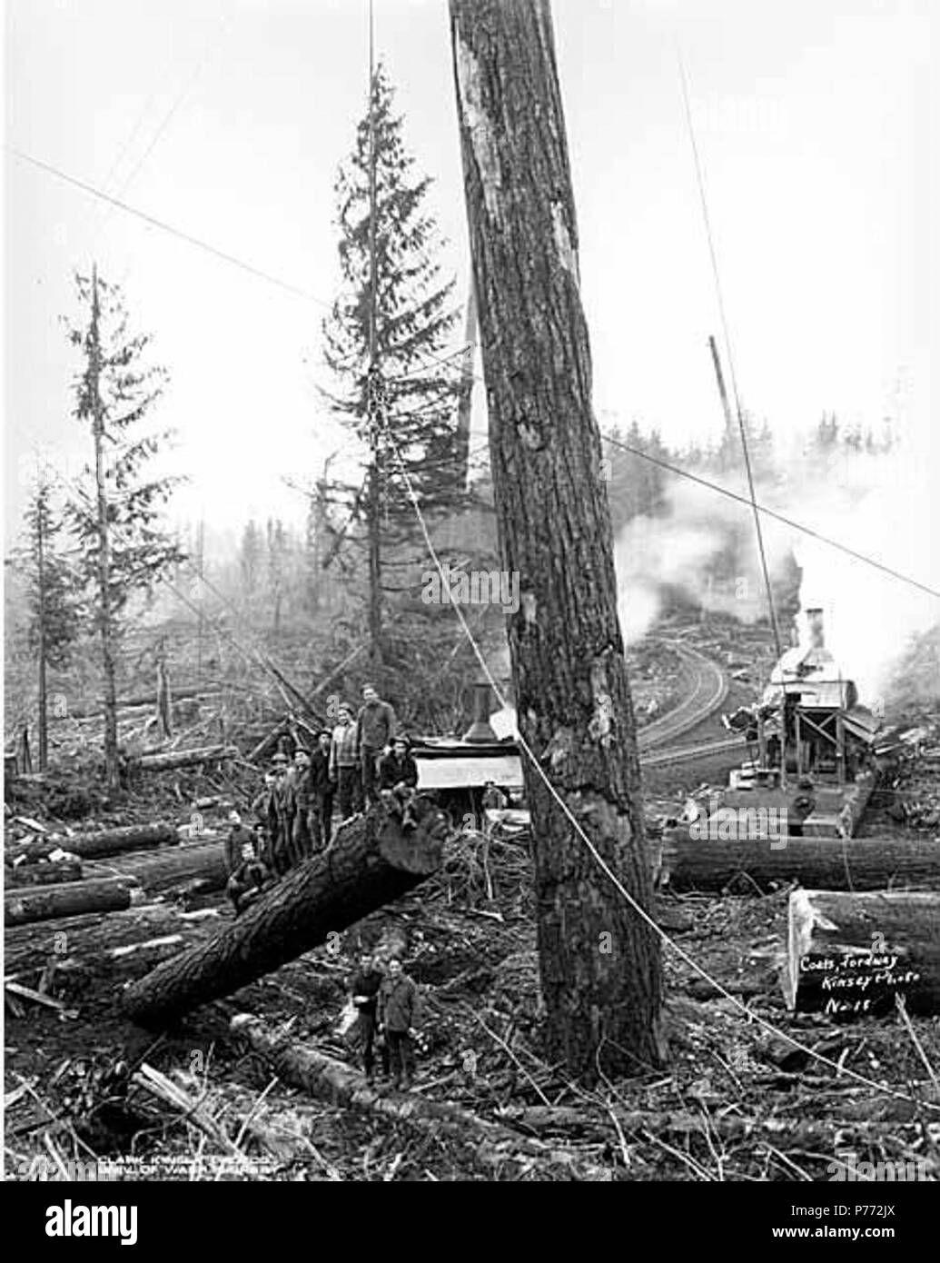 English: Crew at loading site, Coats-Fordney Lumber Company