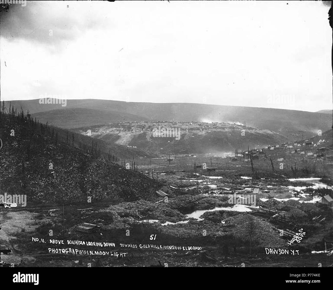 . English: Mining claims at the junction of Bonanza Creek and Eldorado Creek, Yukon Territory, ca. 1898. English: Caption on image: 'No. 11 above Bonanza looking down towards Gold Hill and mouth of Eldorado . Photographed in moonlight/Hegg & Co., Dawson, Y.T.' Klondike Gold Rush. Subjects (LCTGM): Mining claims--Yukon; Rivers--Yukon Subjects (LCSH): Gold Hill (Yukon); Yukon--Gold discoveries  . circa 1898 9 Mining claims at the junction of Bonanza Creek and Eldorado Creek, Yukon Territory, ca 1898 (HEGG 577) - Stock Image